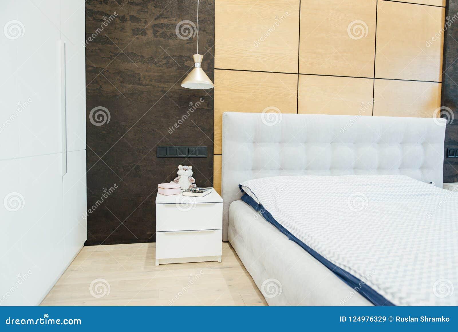Modern vardagsrum i apartament med möblemang Inget inom