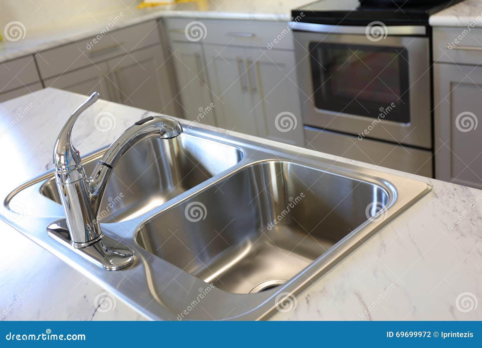 Modern vask för kök arkivfoto   bild: 69699972