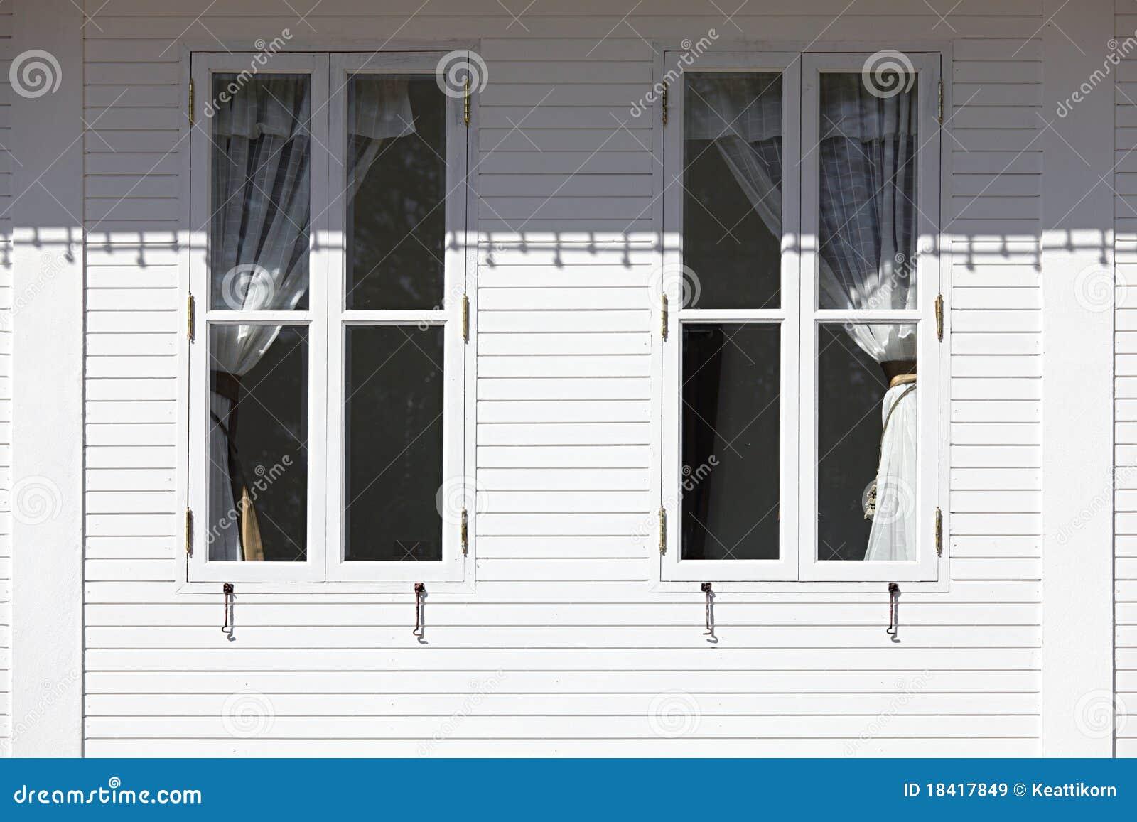 Modern exterior windows - Modern Windows Exterior Royalty Free Stock Images