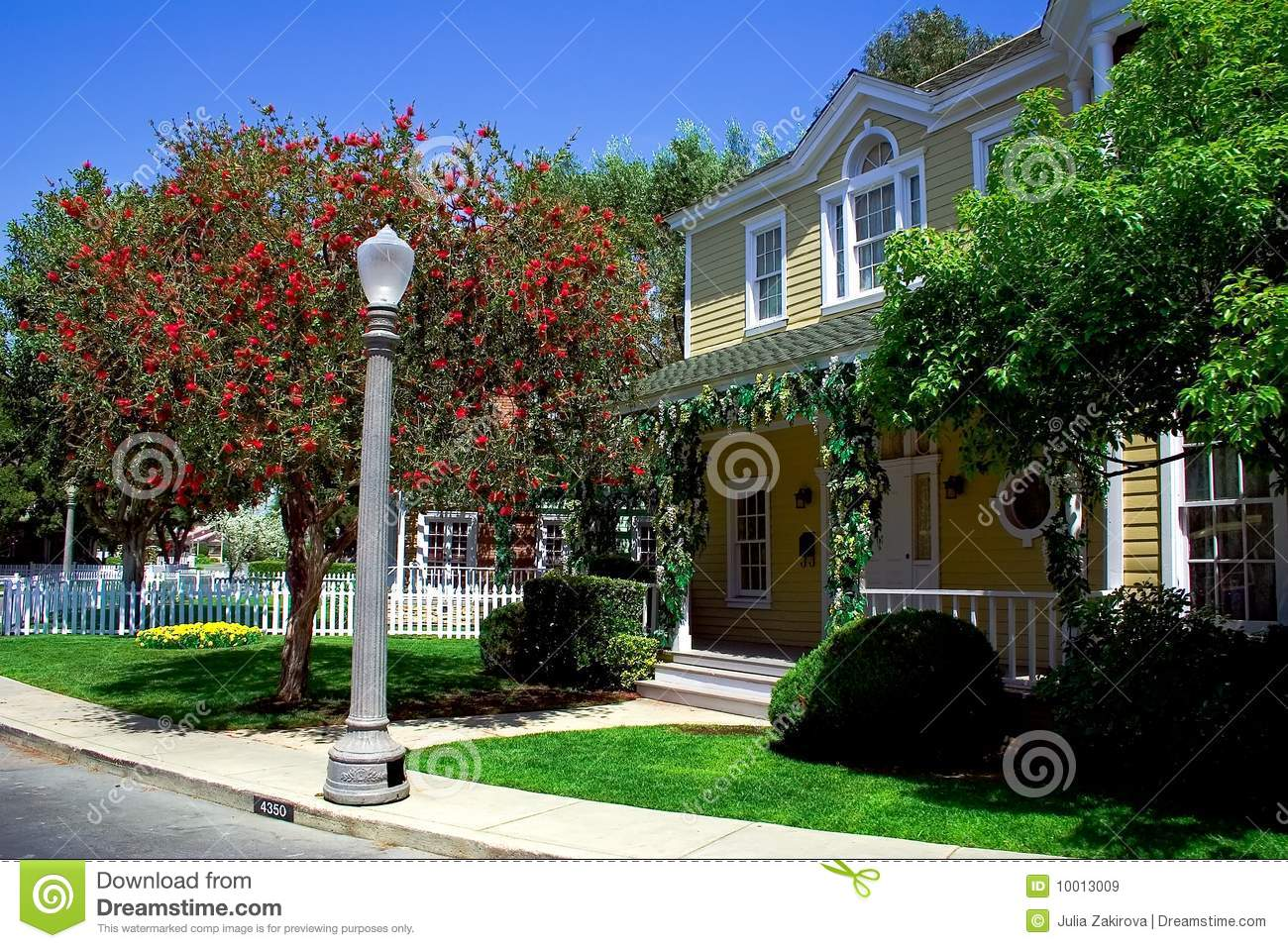 Modern Yellow House Royalty Free Stock Images Image