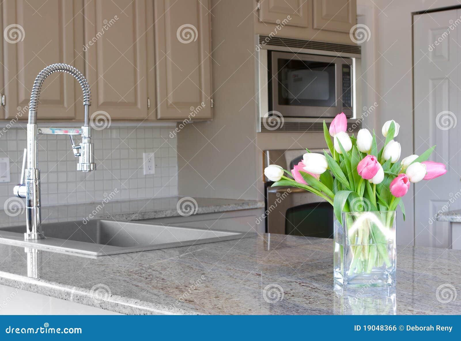 Moderna tulpan för grått kök
