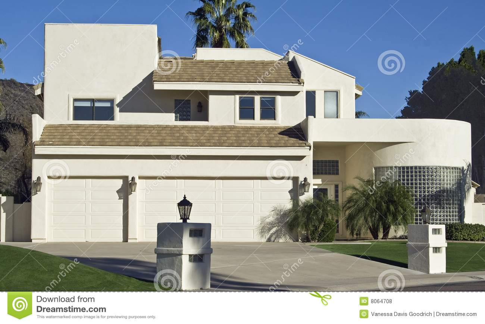 Moderne la maison en verre de brique for A la maison de verre
