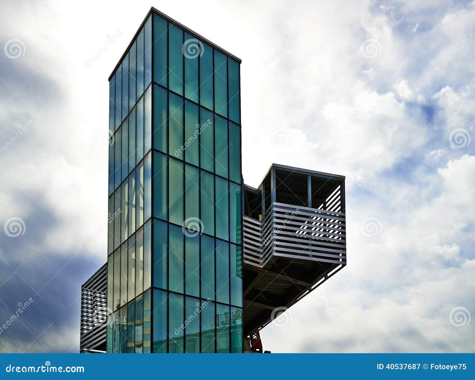 Moderne Architektur - Aufzug des grünen Glases