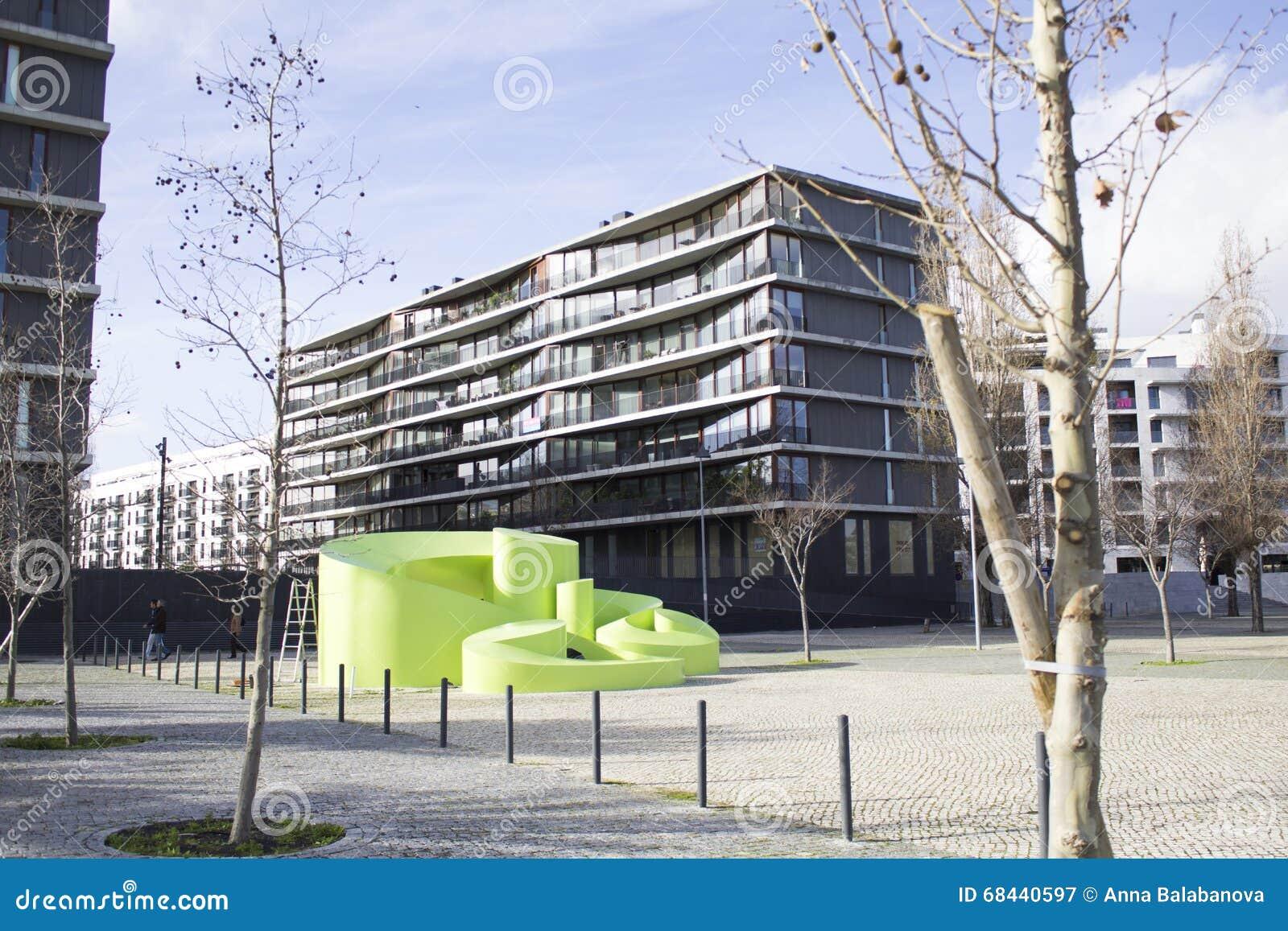 Moderne architektur im park von nationen in lissabon for Architektur lissabon