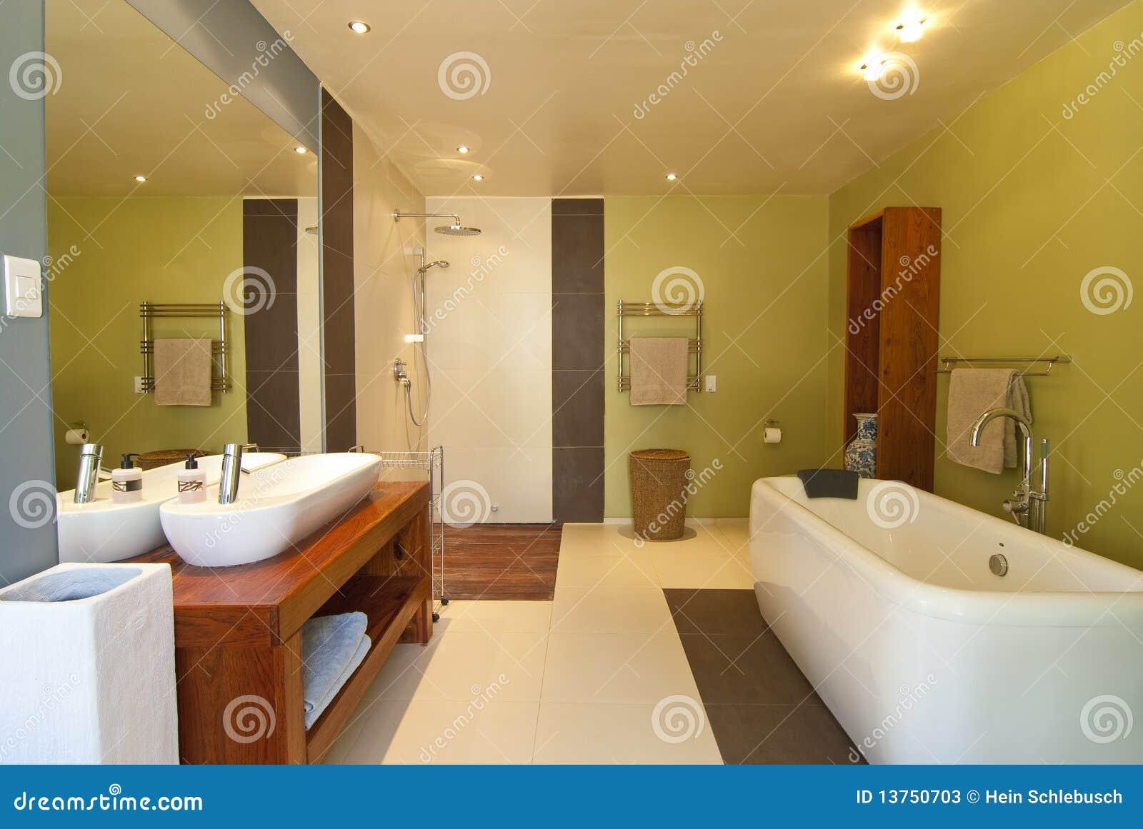 Moderne badkamers stock foto 39 s beeld 13750703 - Foto in een bad ...