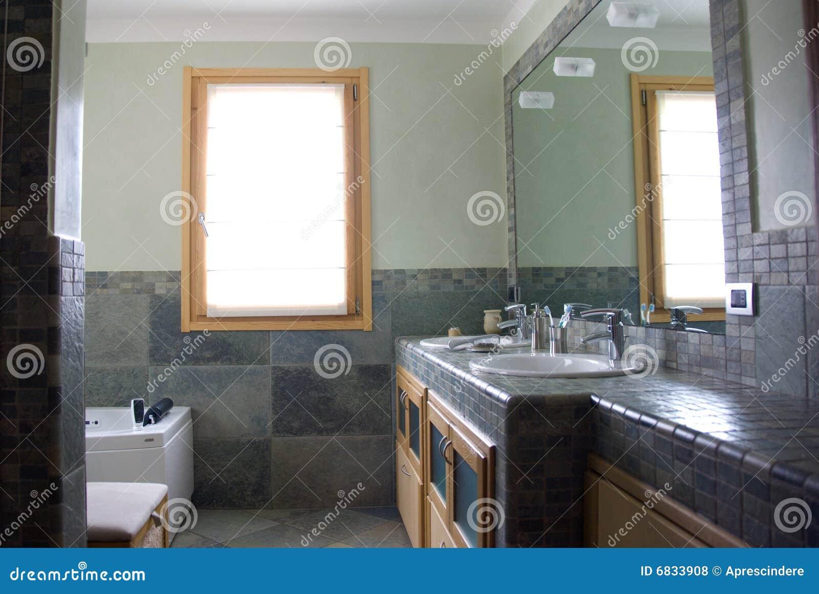 Moderne badkamers stock foto afbeelding bestaande uit bassin 6833908 for Moderne badkamers