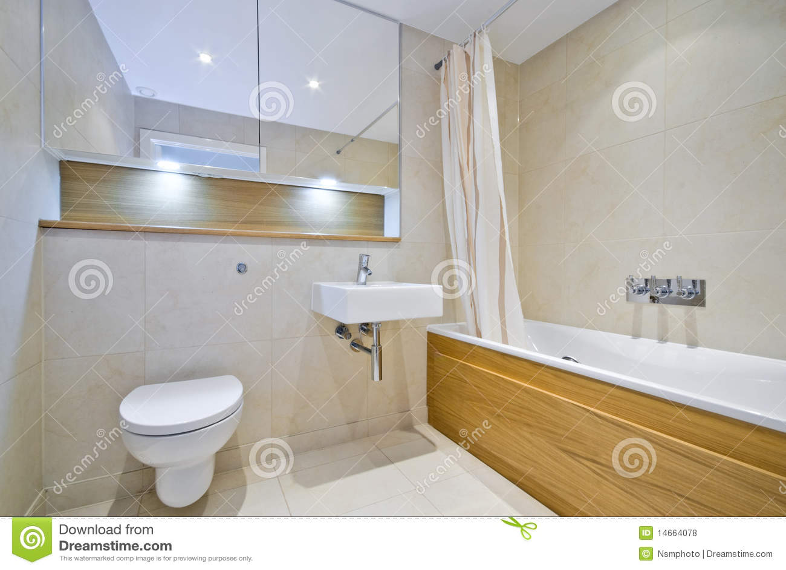 Moderne Badkamers Met Grote Badton In Beige Royalty-vrije ...