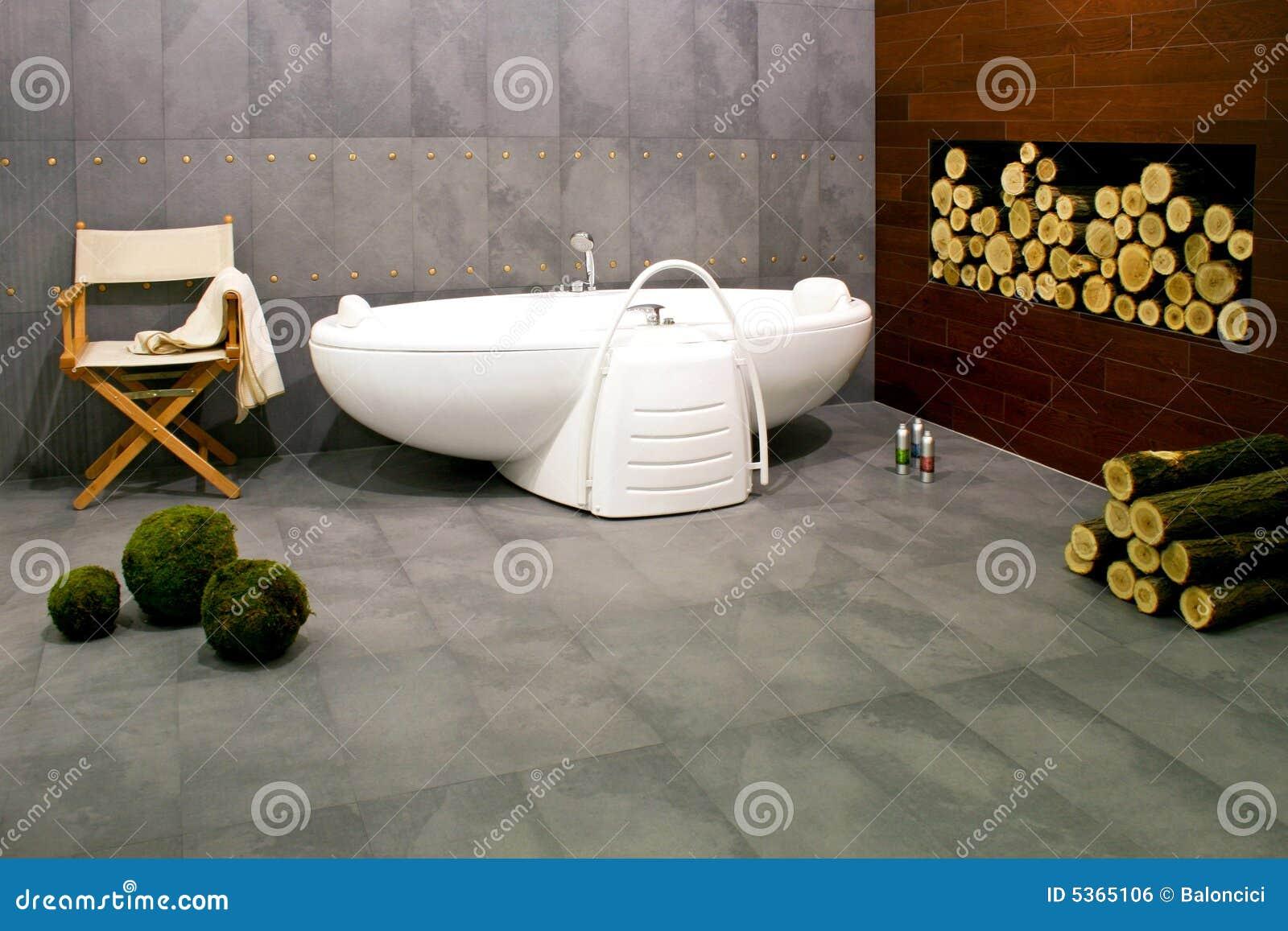 Moderne badkamers met open haard royalty vrije stock afbeelding afbeelding 5365106 - Badkamers ...