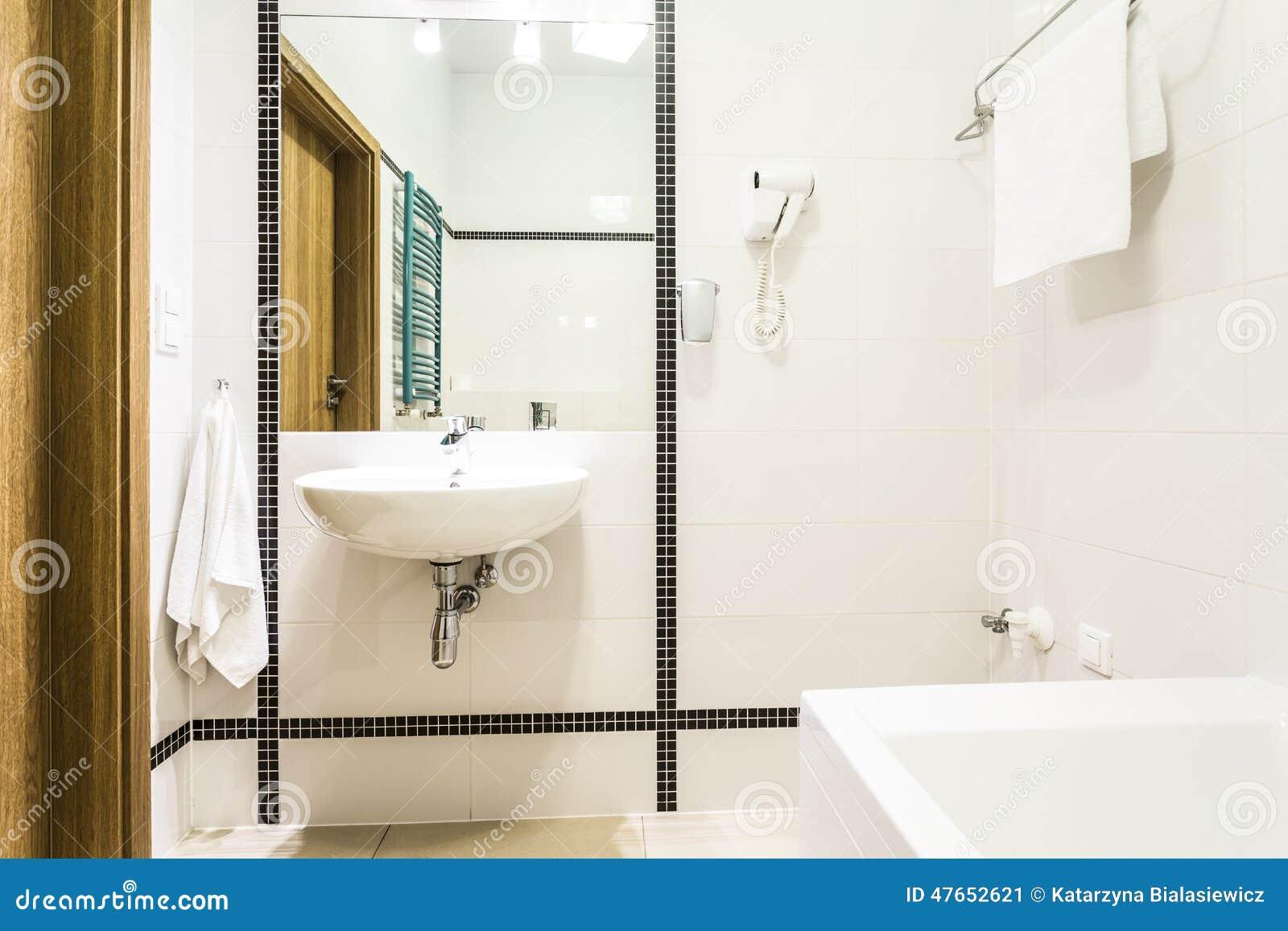 Moderne badkamers in zwart wit stock afbeelding afbeelding 47652621 - Zwart wit toilet ...