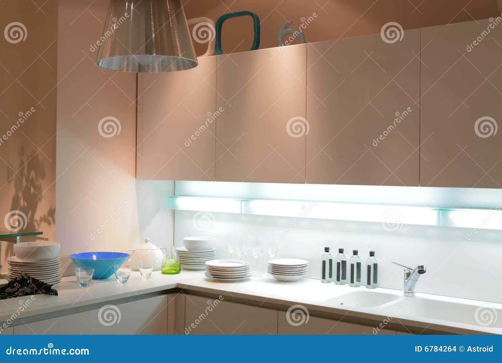 Moderne Beige Keuken Stock Afbeeldingen - Afbeelding: 6784264