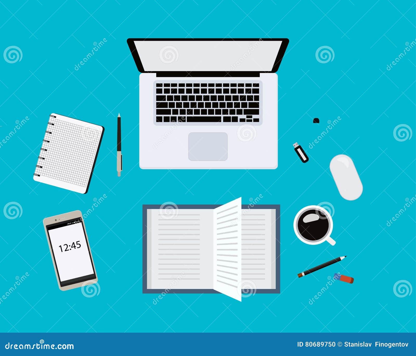 Moderne blaue Schreibtischtabelle mit Laptop, Maus, Stift, Smartphone und anderen Versorgungen mit Tasse Kaffee Unbelegte Notizbu