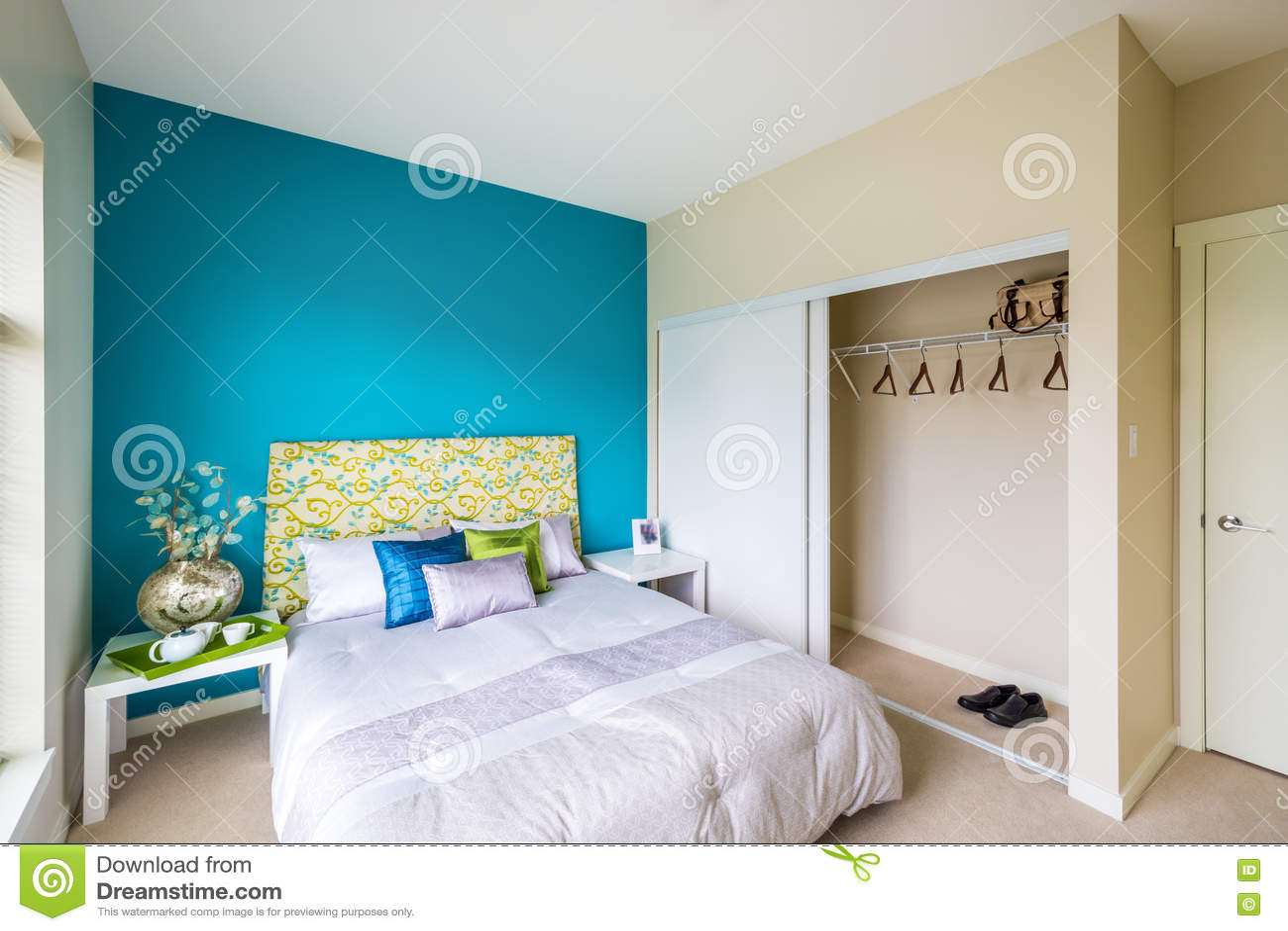 moderne blauwe slaapkamer stock foto - afbeelding: 72282023, Deco ideeën
