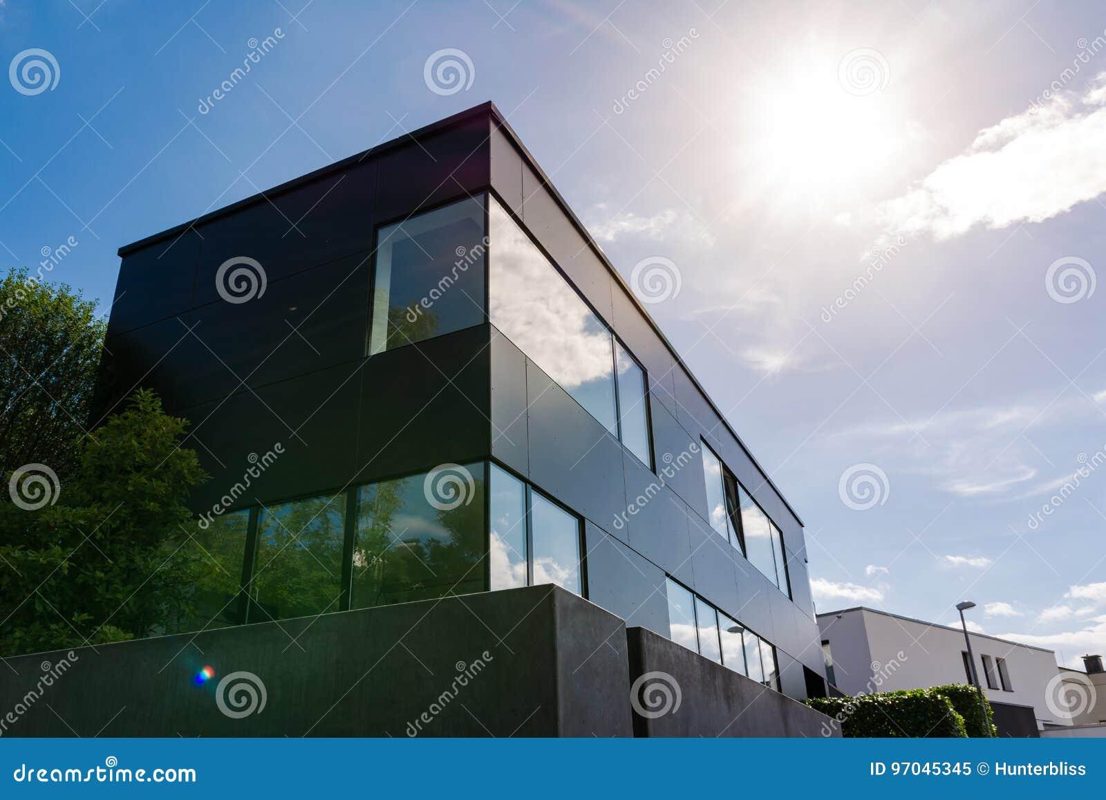 Moderne Deutsche Architektur Geometrisches Kleines Burogebaude Sun F Stockbild Bild Von Architektur Geometrisches 97045345