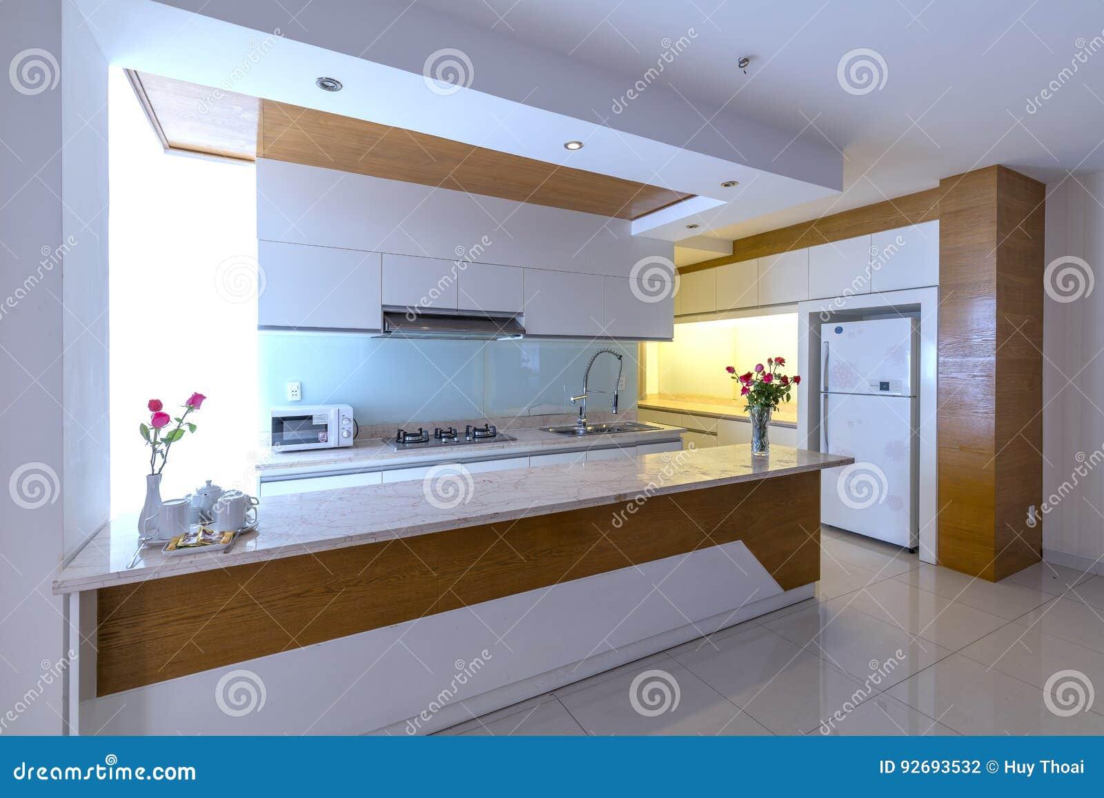 https://thumbs.dreamstime.com/z/moderne-eetkamer-keuken-luxeflats-92693532.jpg