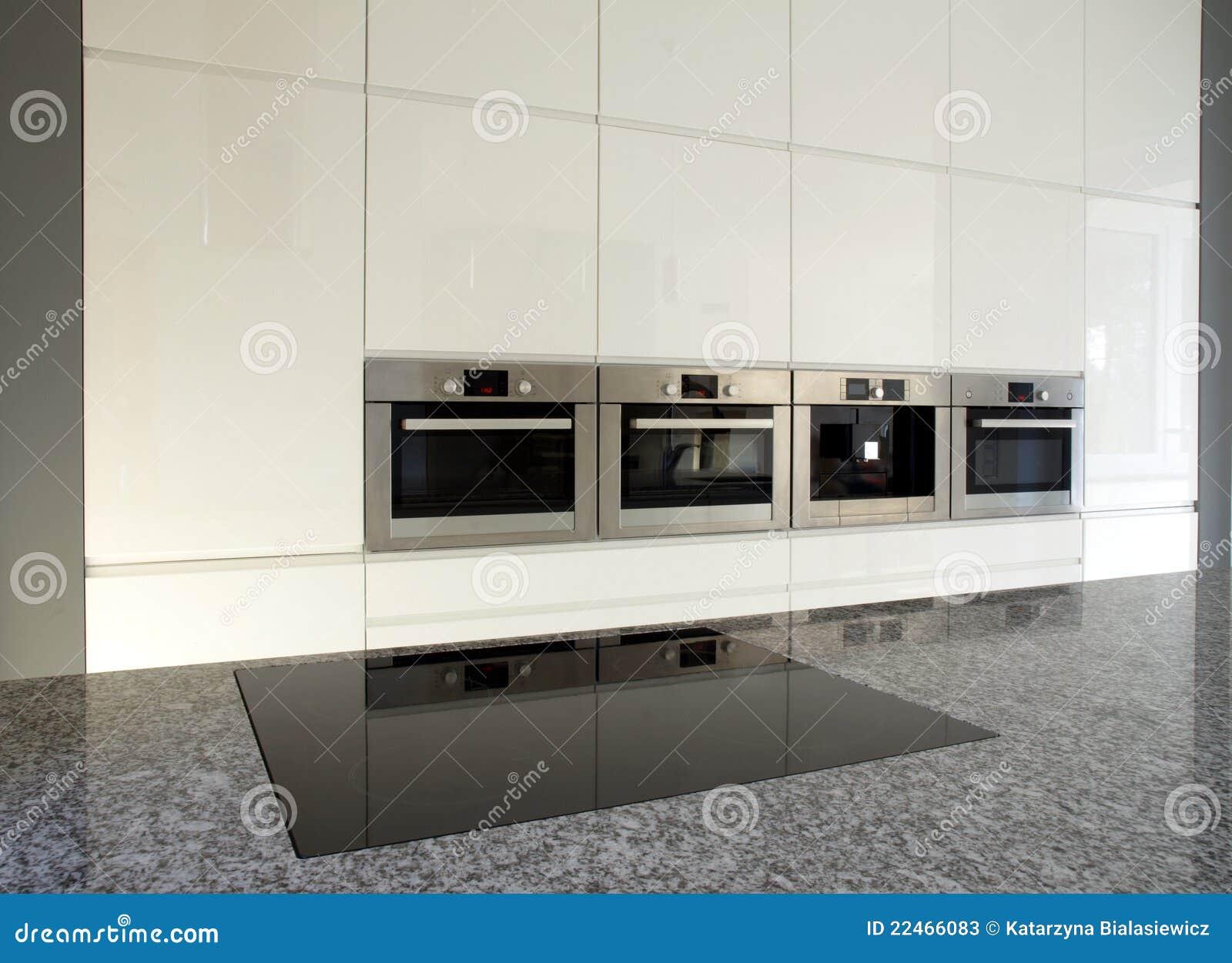 Moderne Eingebaute Küche Im Weiß Stockfotos - Bild: 22466083
