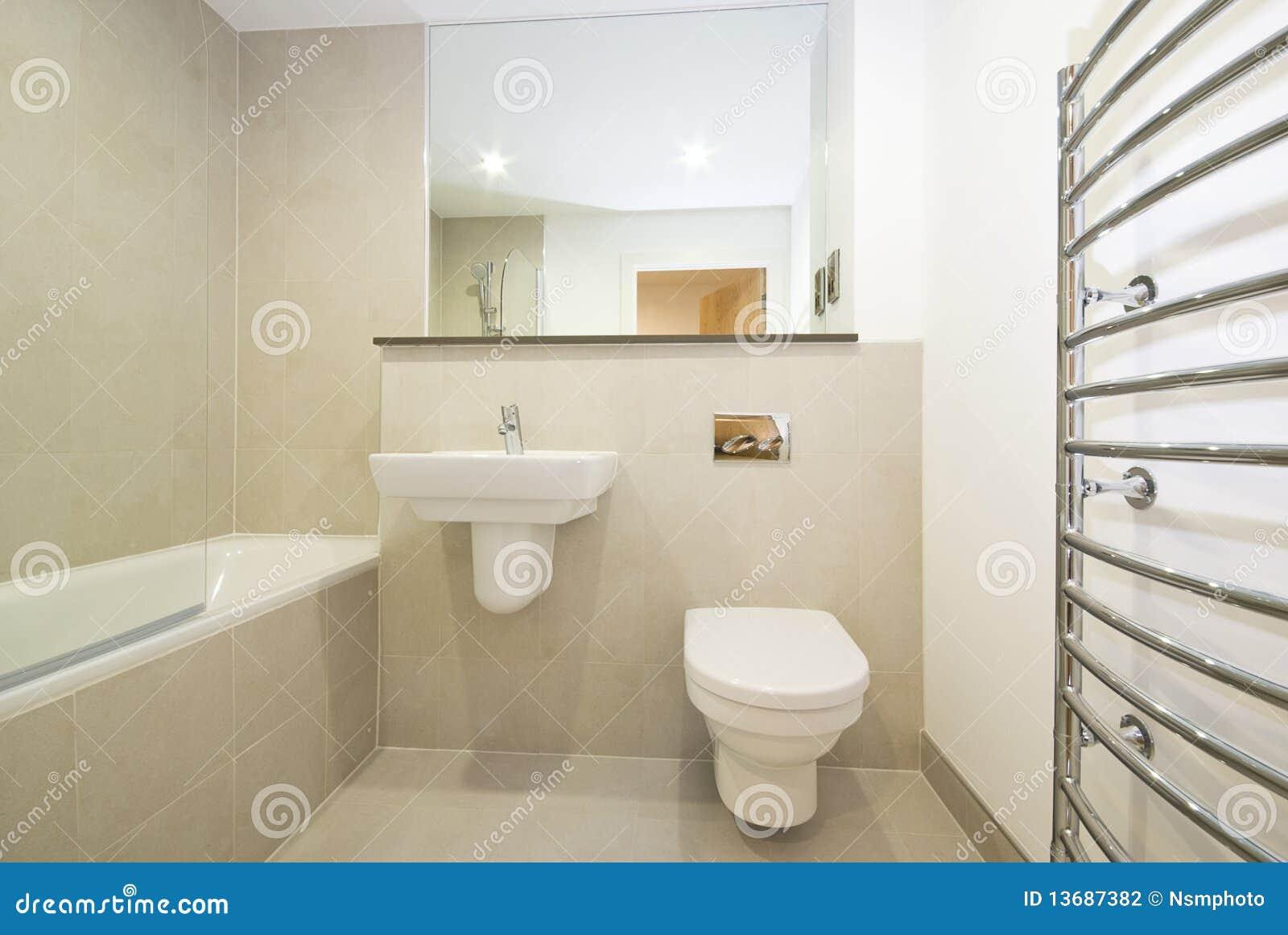 Moderne Engels suie Engelse Badkamers In Beige Stock