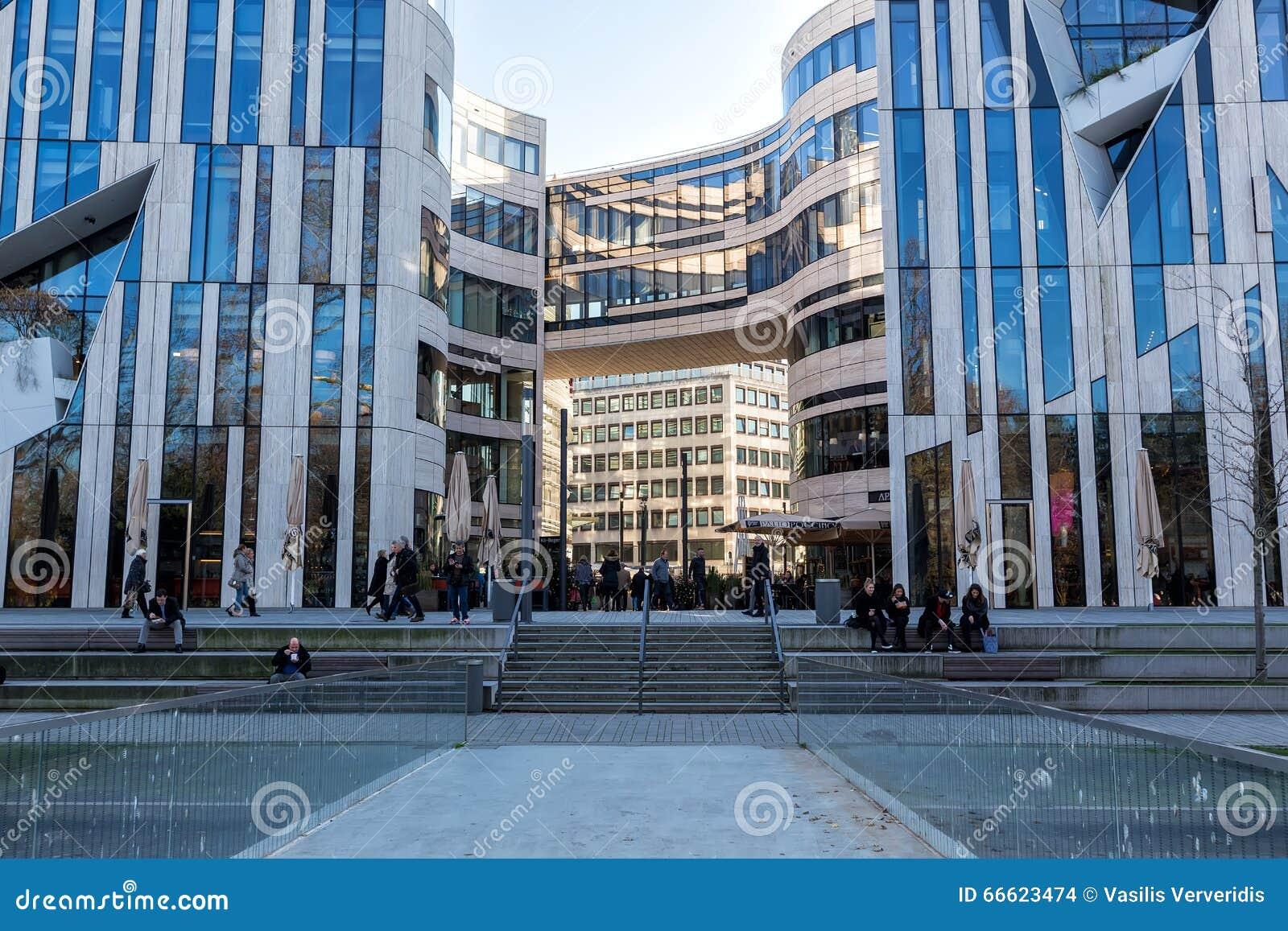 Moderne gebäude in dusseldorf deutschland architekturdetails von redaktionelles stockbild