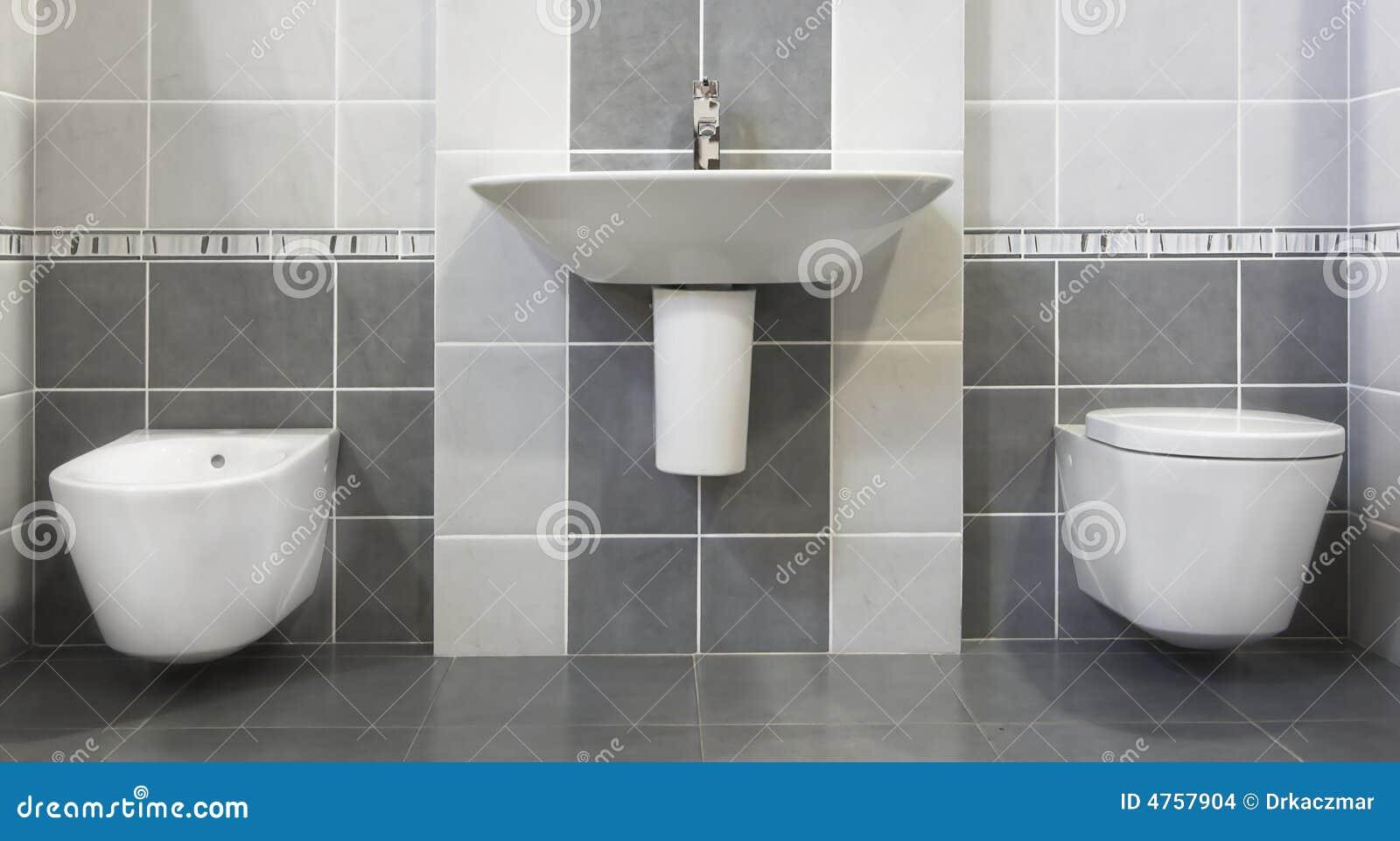 Moderne grijze badkamers stock foto afbeelding bestaande uit herberg 4757904 - Moderne toiletfotos ...