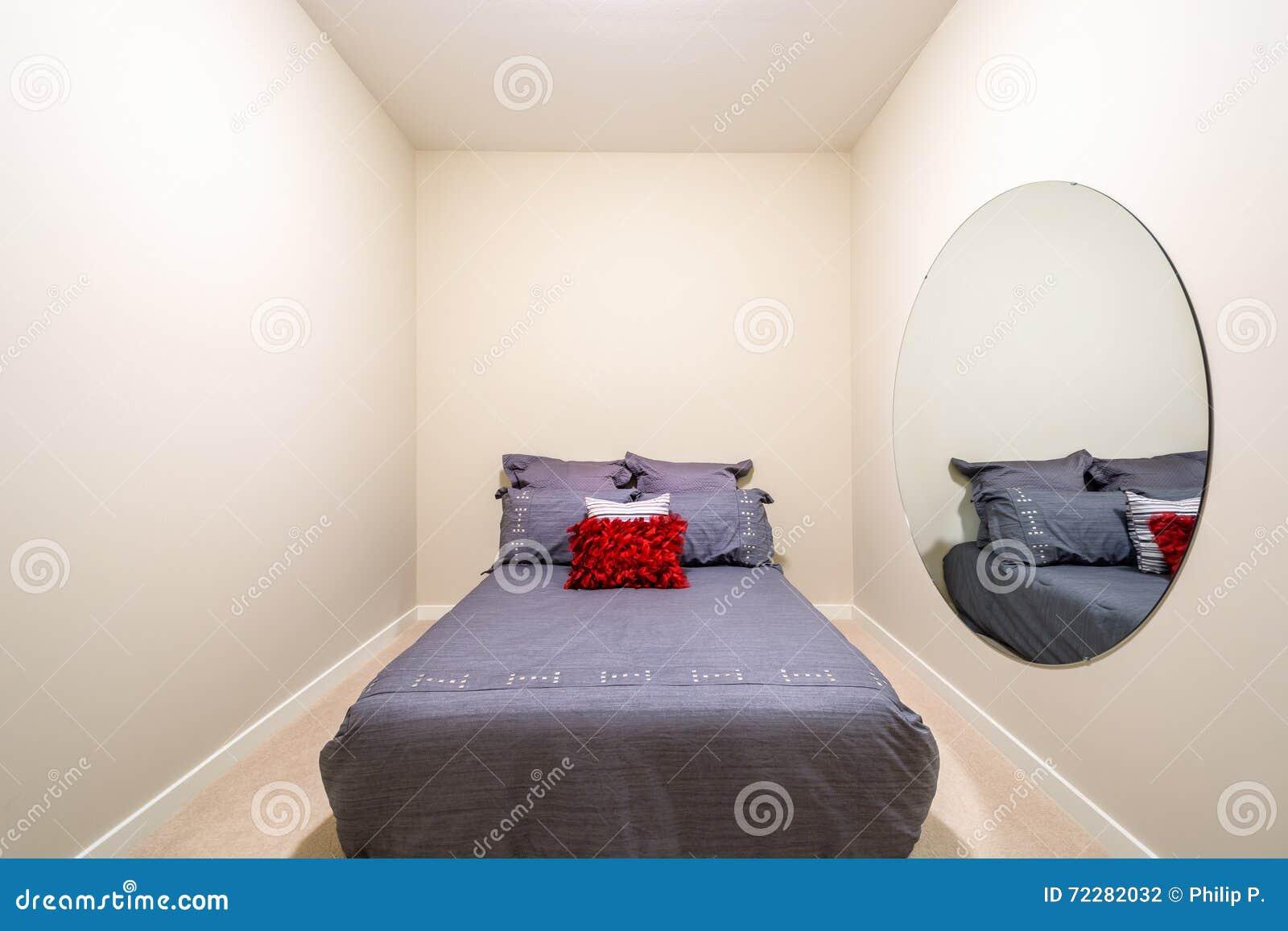 Slaapkamer Rood Grijs : Kastenkamer fresh behang sterren rood grijs blauw slaapkamers