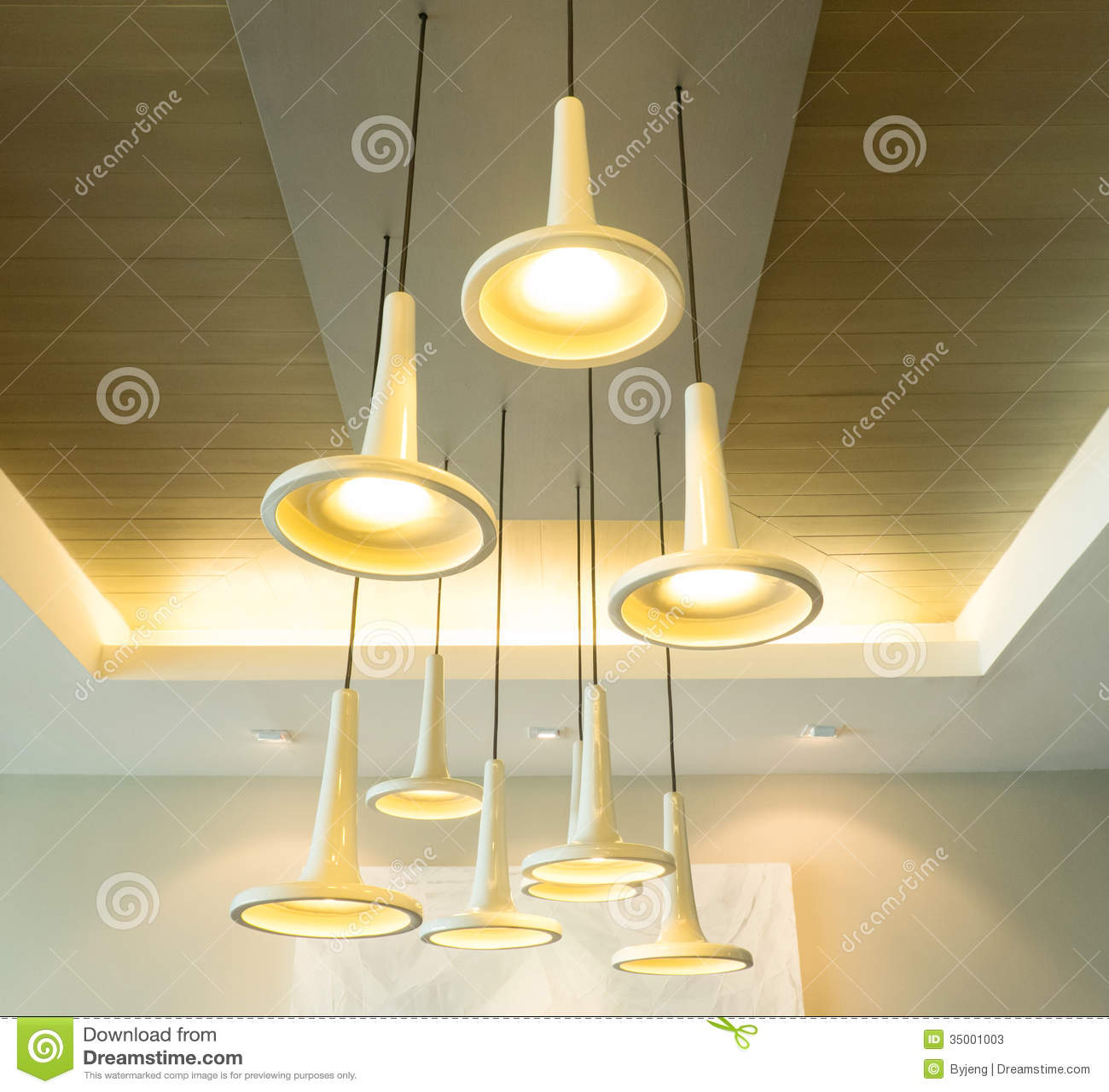 Moderne Hängeleuchten stockbild. Bild von fühler, weinlese - 35001003