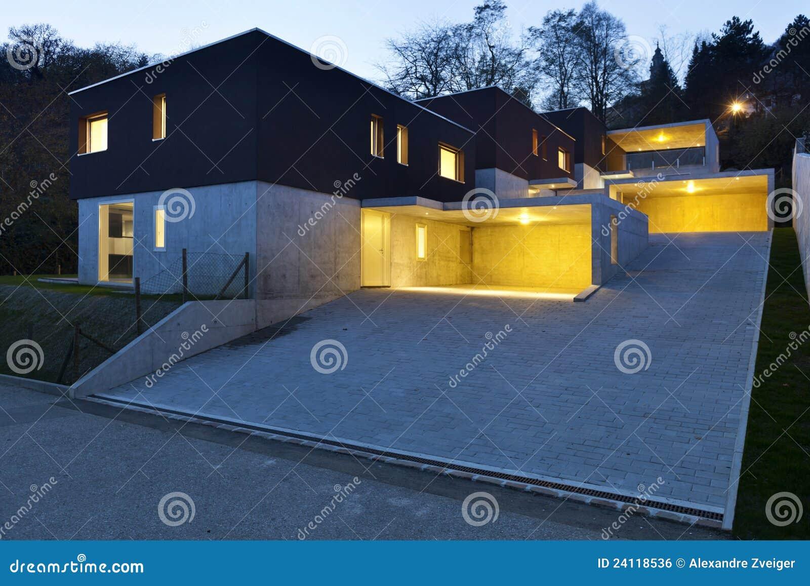 Moderne Häuser Bis Zum Nacht Stockfoto - Bild von fußboden ...