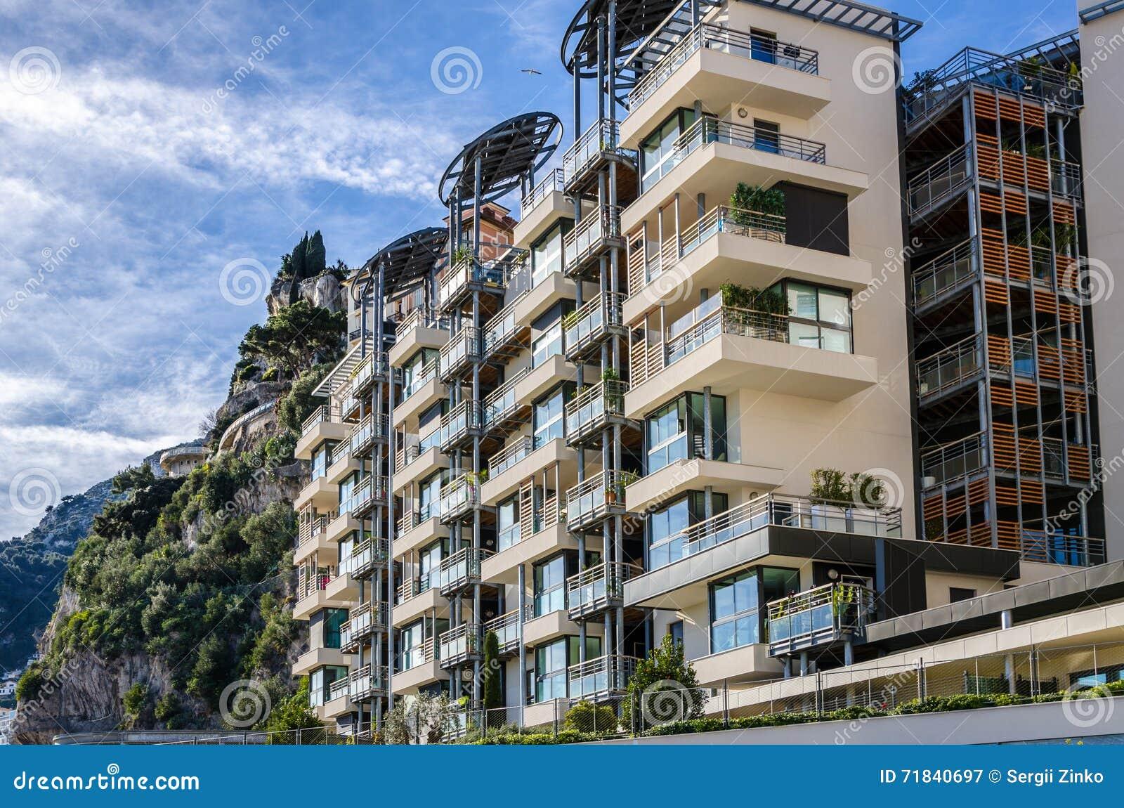 Moderne Häuser In Den Bergen Von Monaco Stockbild - Bild von haus ...