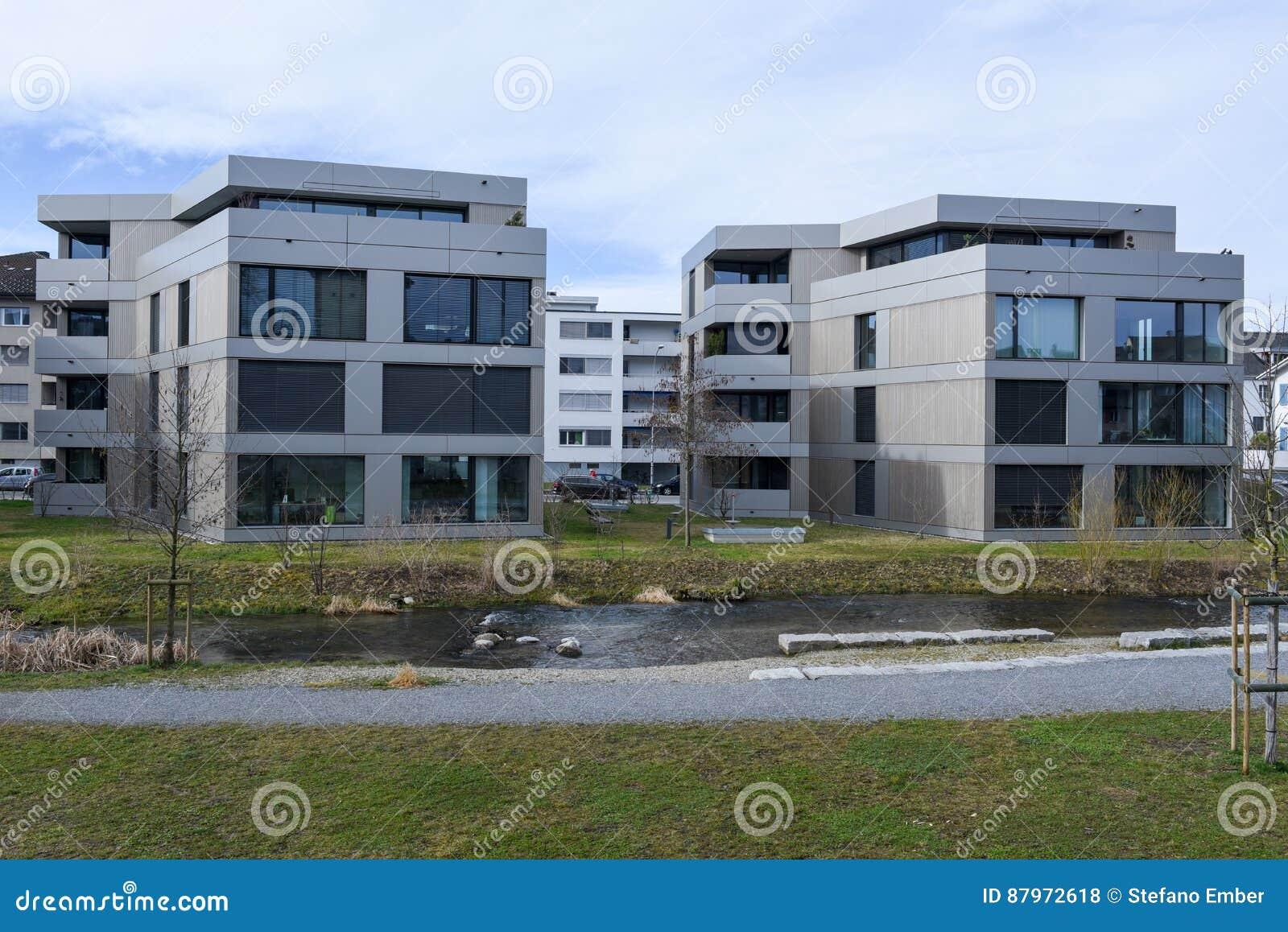 Moderne Häuser Am Dorf Von Sursee Auf Der Schweiz Redaktionelles ...
