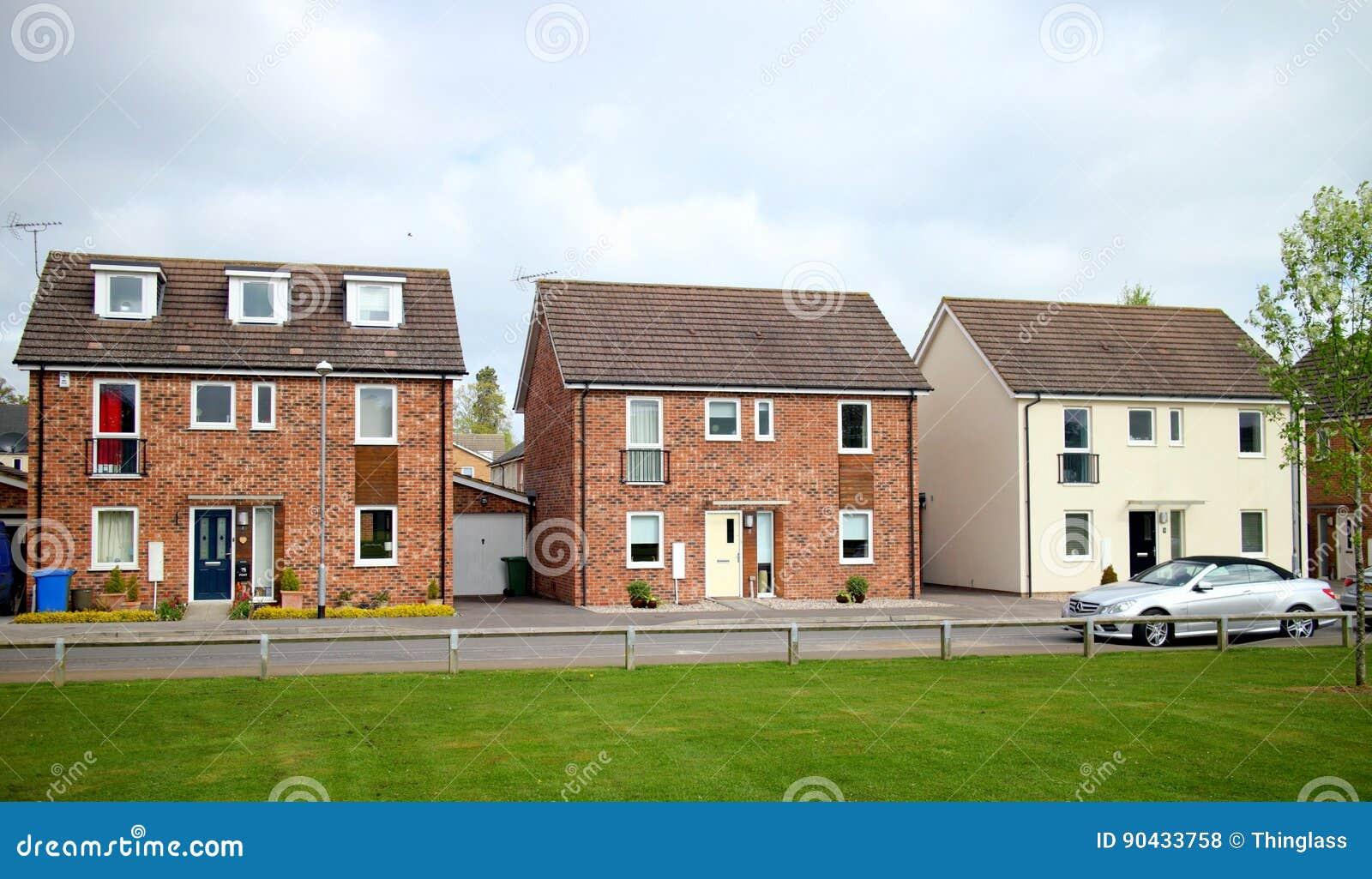 Moderne Häuser in England redaktionelles stockfoto. Bild von außen ...