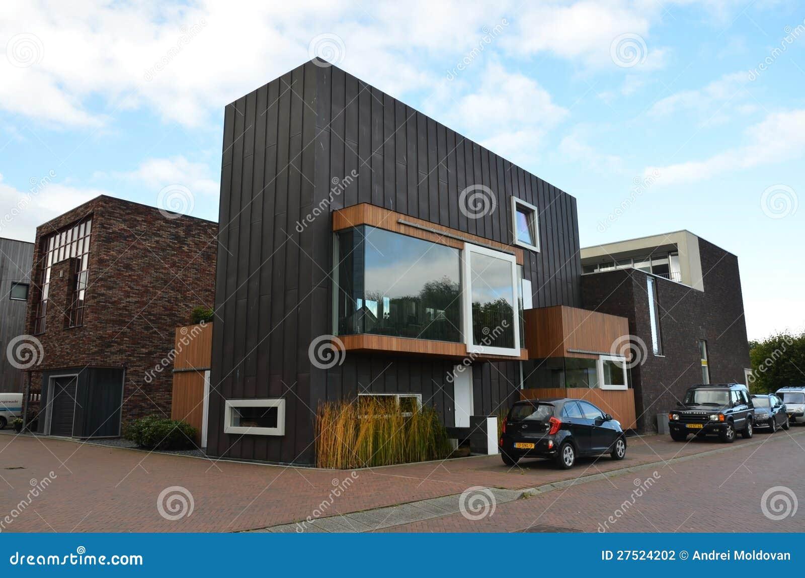 Moderne Häuser In Groningen, Holland Redaktionelles Stockfotografie ...