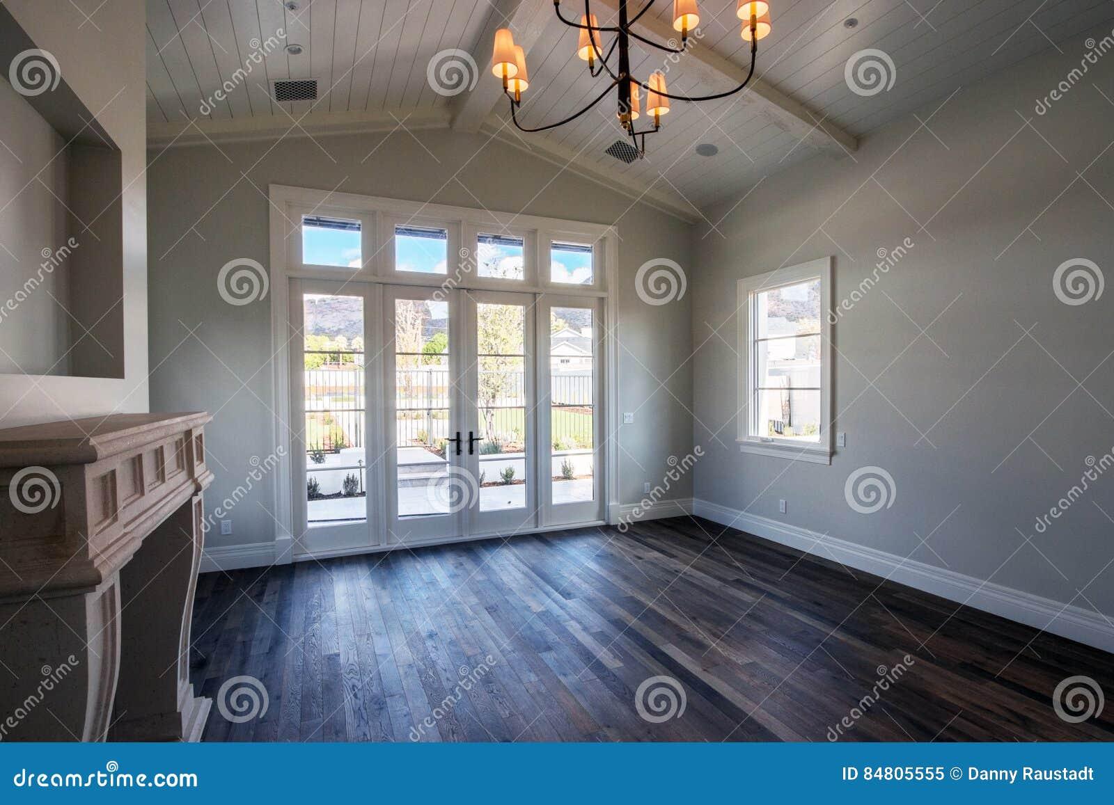 Moderne huis binnenlandse lege slaapkamer stock afbeelding