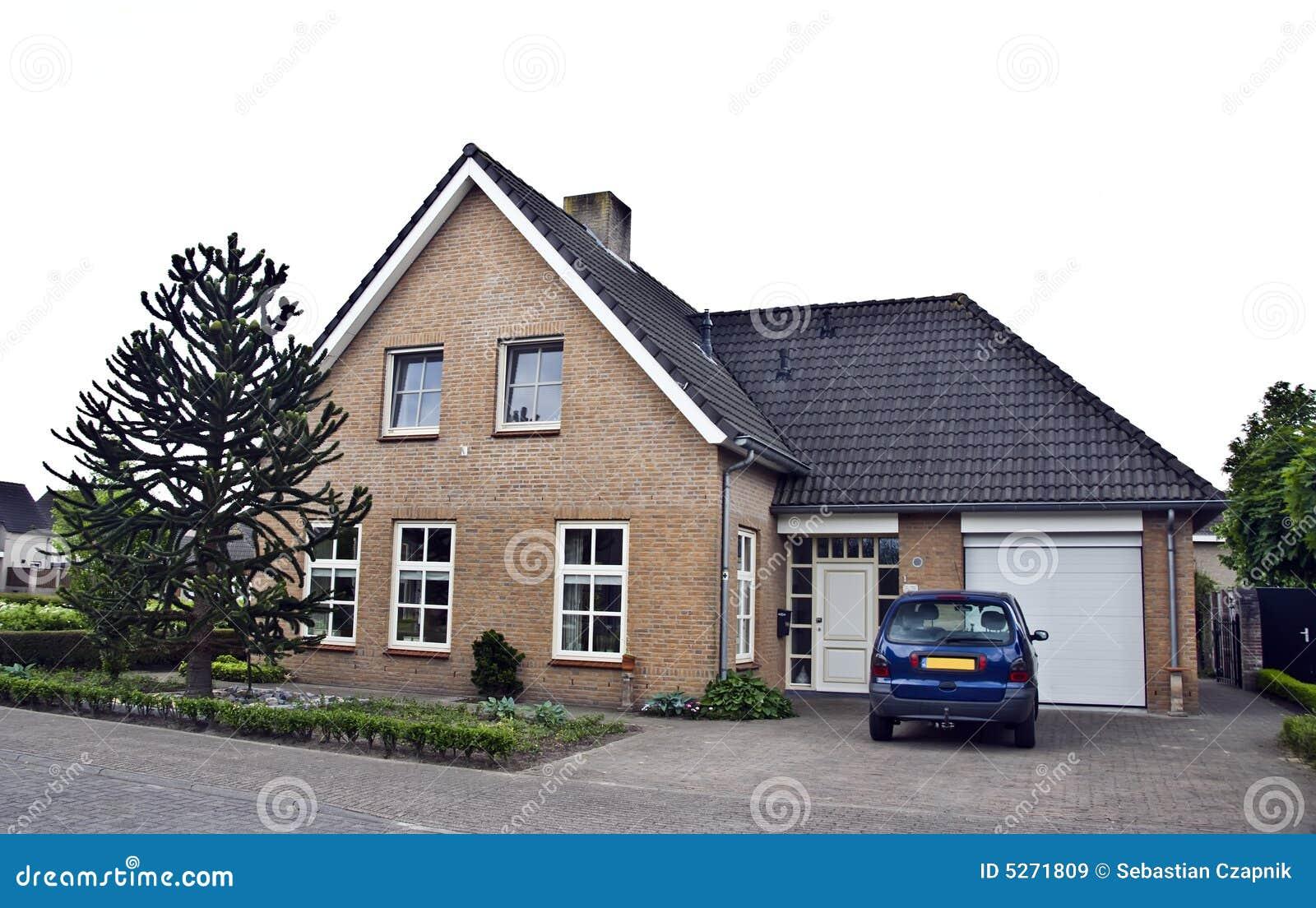 Moderne huis en tuin