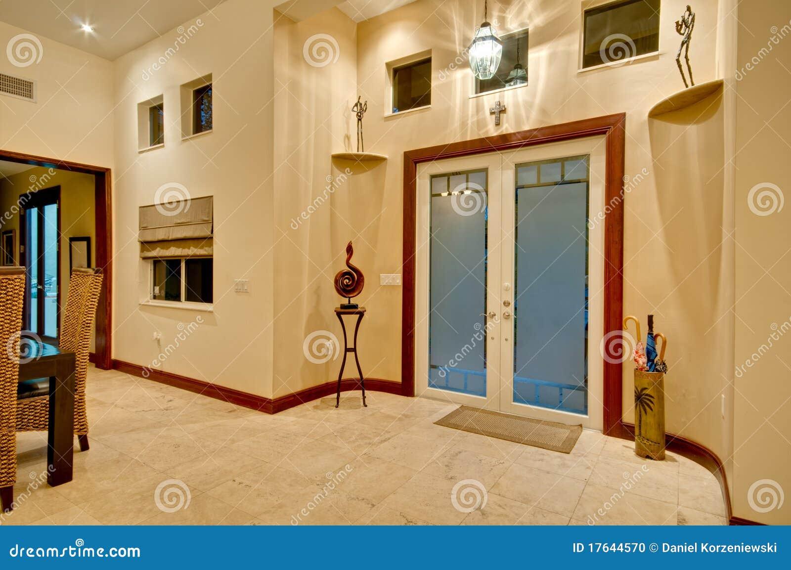 Moderne huisingang stock foto. afbeelding bestaande uit landgoed