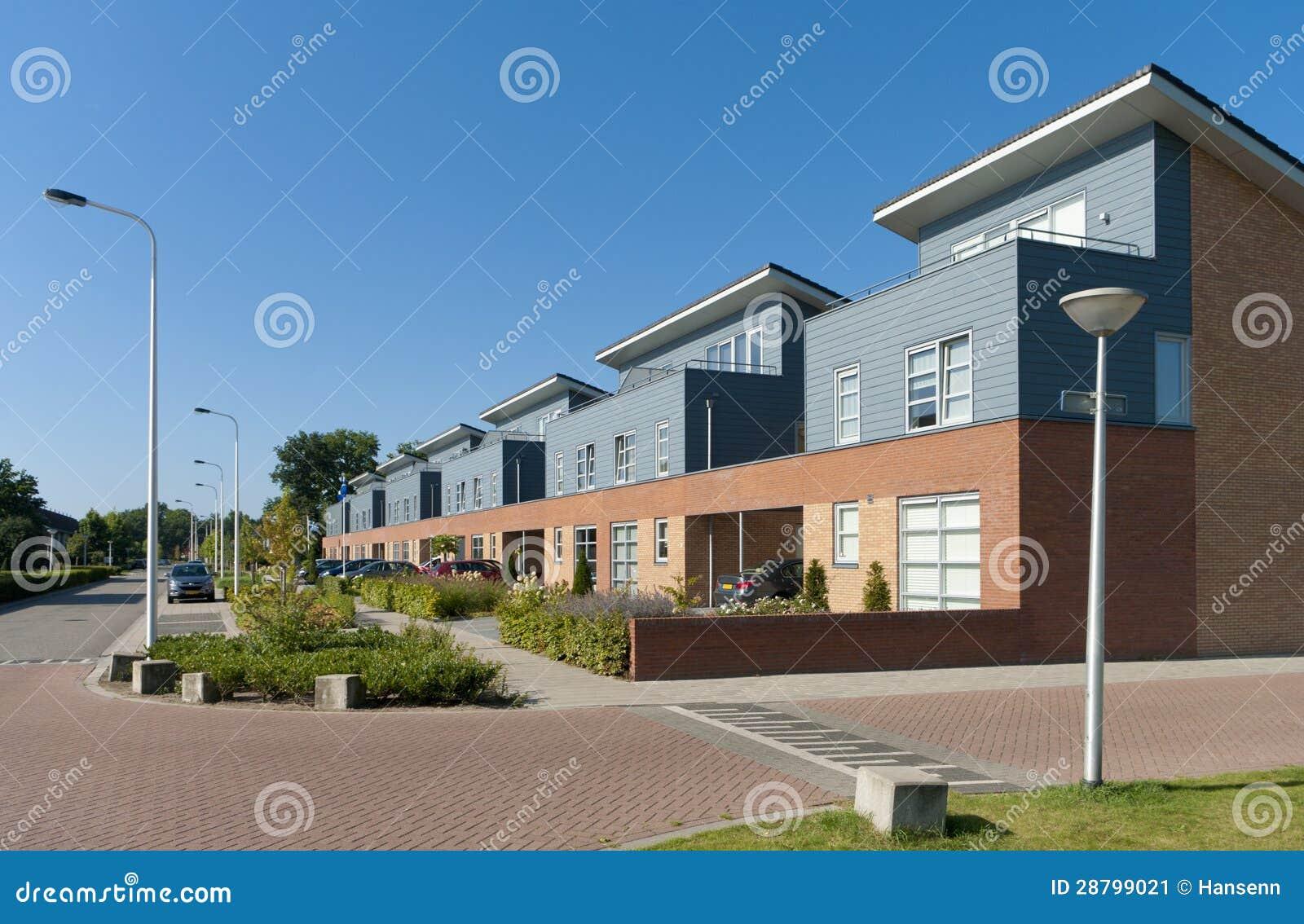 Moderne huizen stock afbeelding afbeelding 28799021 - Eigentijdse design ingang ...