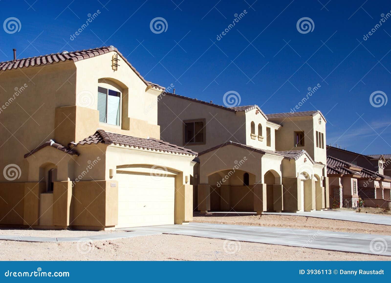 Moderne huizen in de woestijn stock foto 39 s afbeelding 3936113 for Afbeelding van moderne huizen
