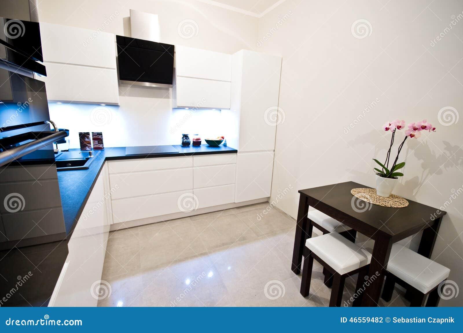Moderne Küche Im Weiß Stockfoto - Bild: 46559482 | {Moderne weiße küche 44}