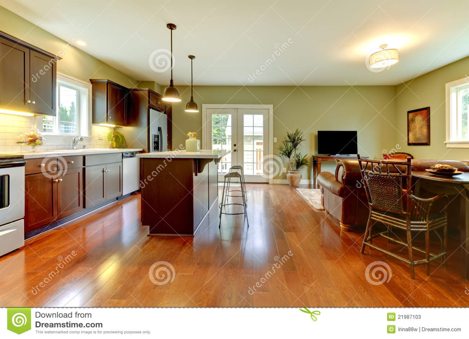 Moderne Küche Mit Kirschfußboden Und -wohnzimmer. Stockbild - Bild ...