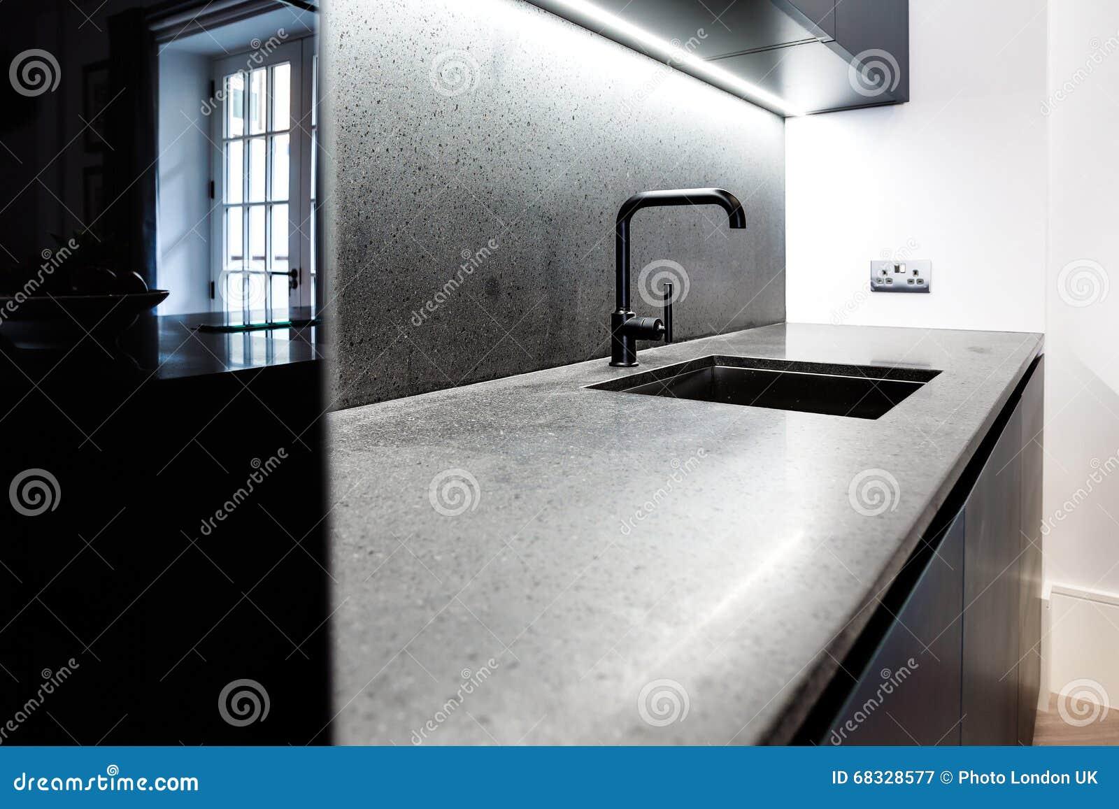 Moderne Kuchenarbeitsplatte Und Hahn Stockbild Bild Von Zuhause