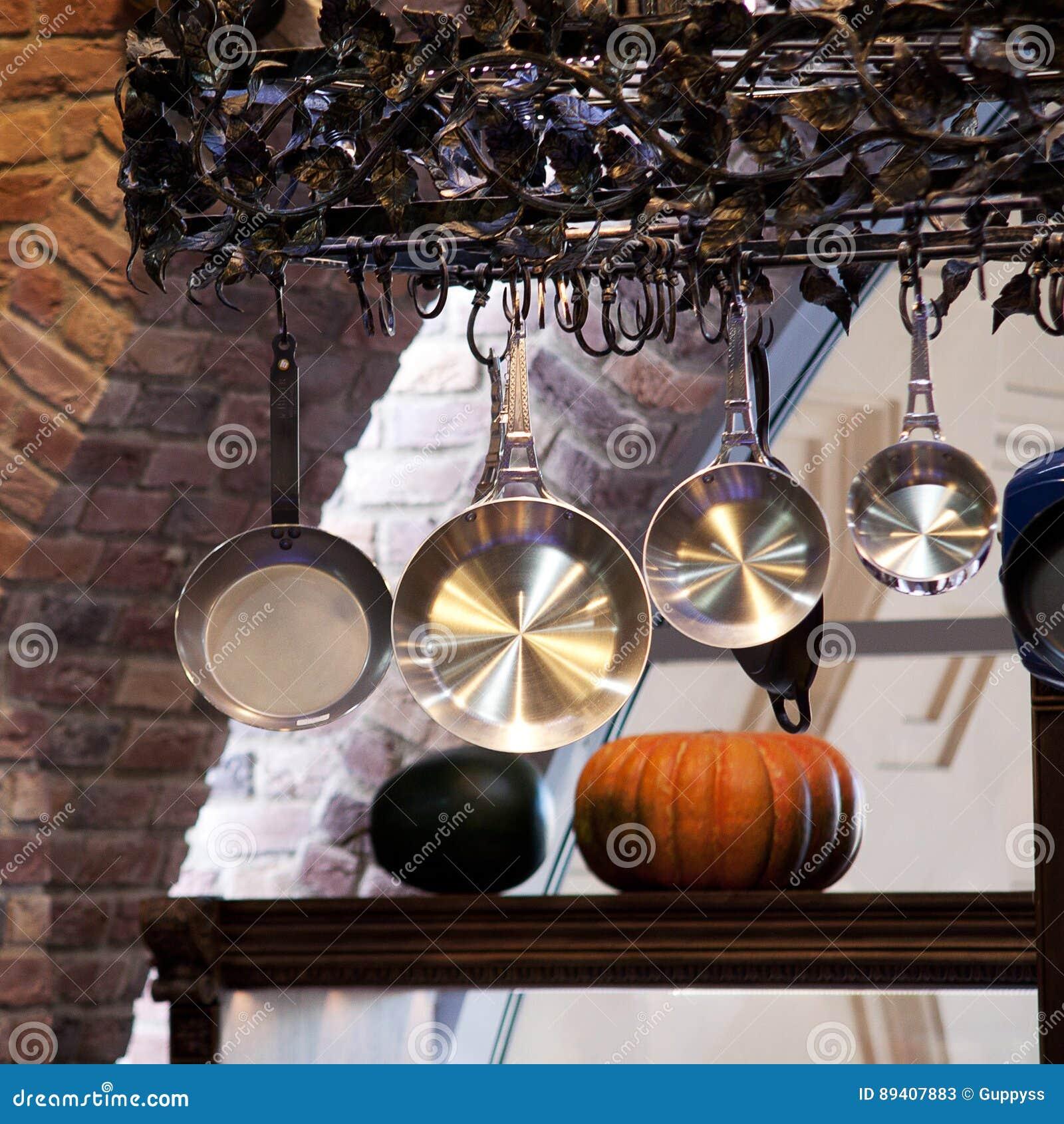 Moderne Kuchengerate In Einer Alten Kuche Stockbild Bild Von