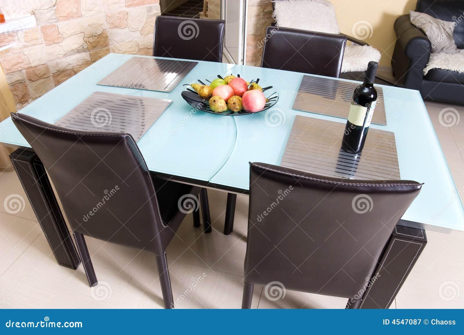 Moderne Küchetabelle Mit Früchten Ein Wein Stockbild Bild Von