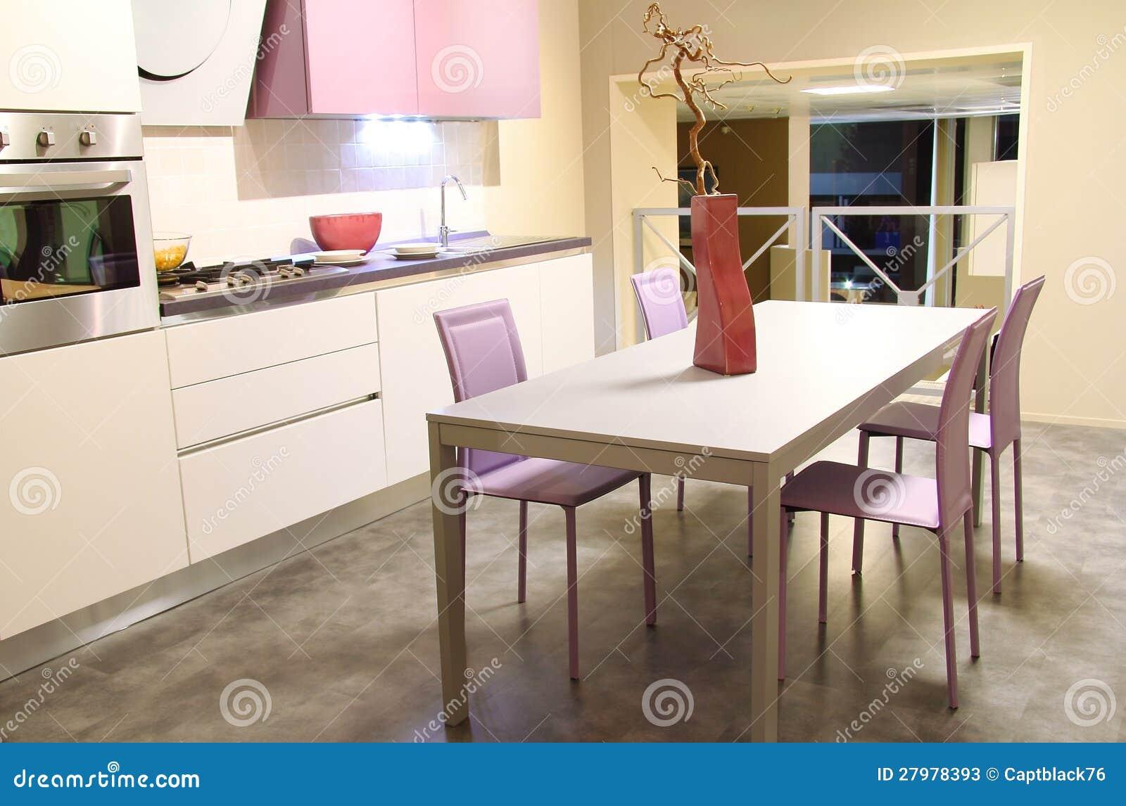 moderne küche in der weichen sahne und im rosa stockfotos - bild