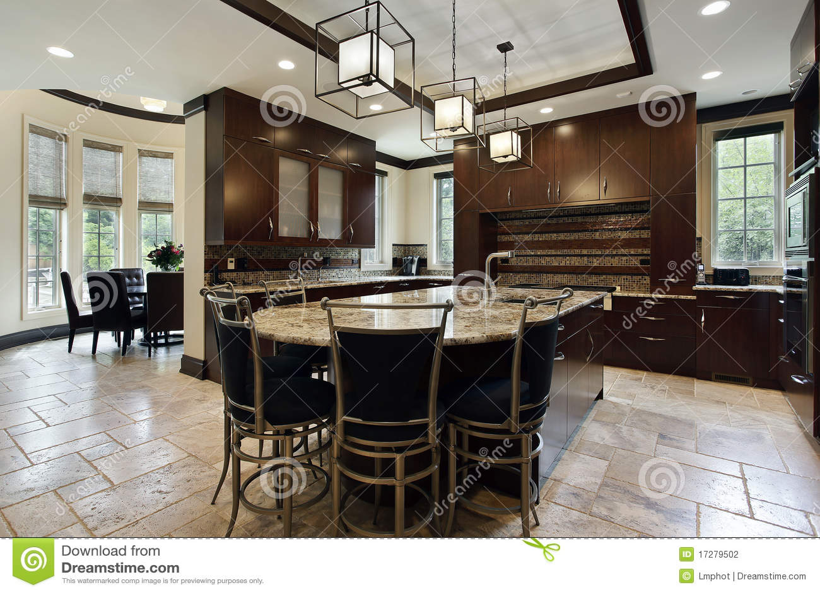 Moderne küche mit kreisessenbereich