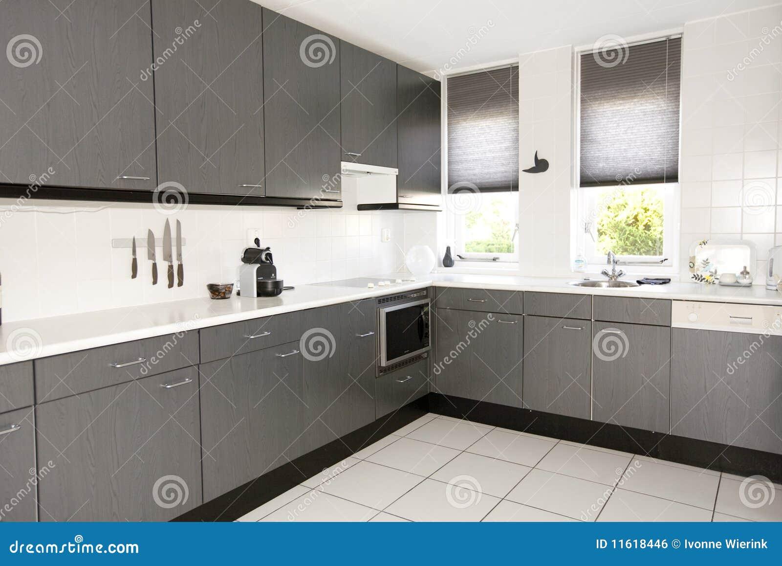 Daglicht Je Keuken : Moderne keuken stock foto. afbeelding bestaande uit knifes 11618446