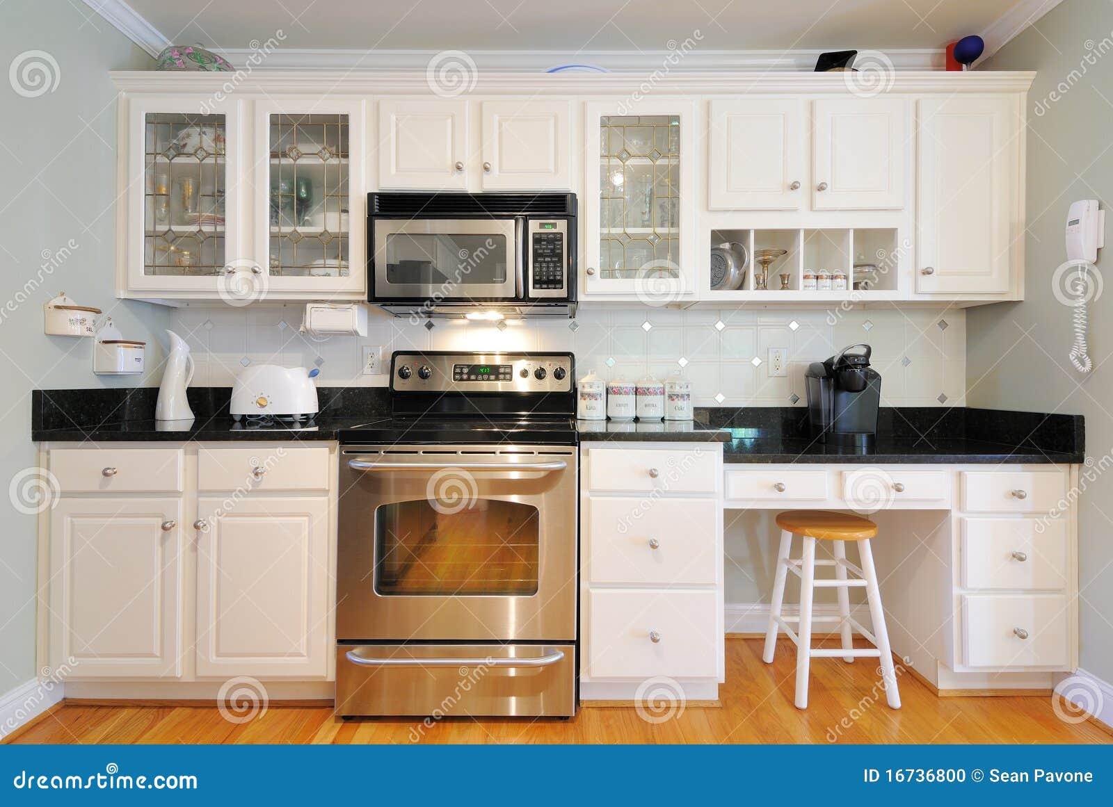 Moderne zwarte keuken stock foto's– 420 moderne zwarte keuken ...