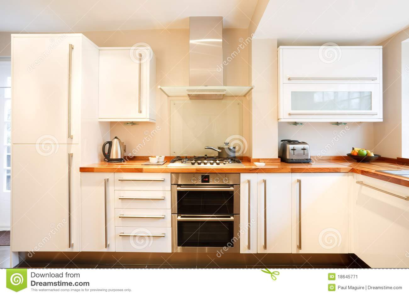 Moderne keuken stock afbeelding afbeelding bestaande uit huishouden 18645771 - Afbeelding moderne keuken ...