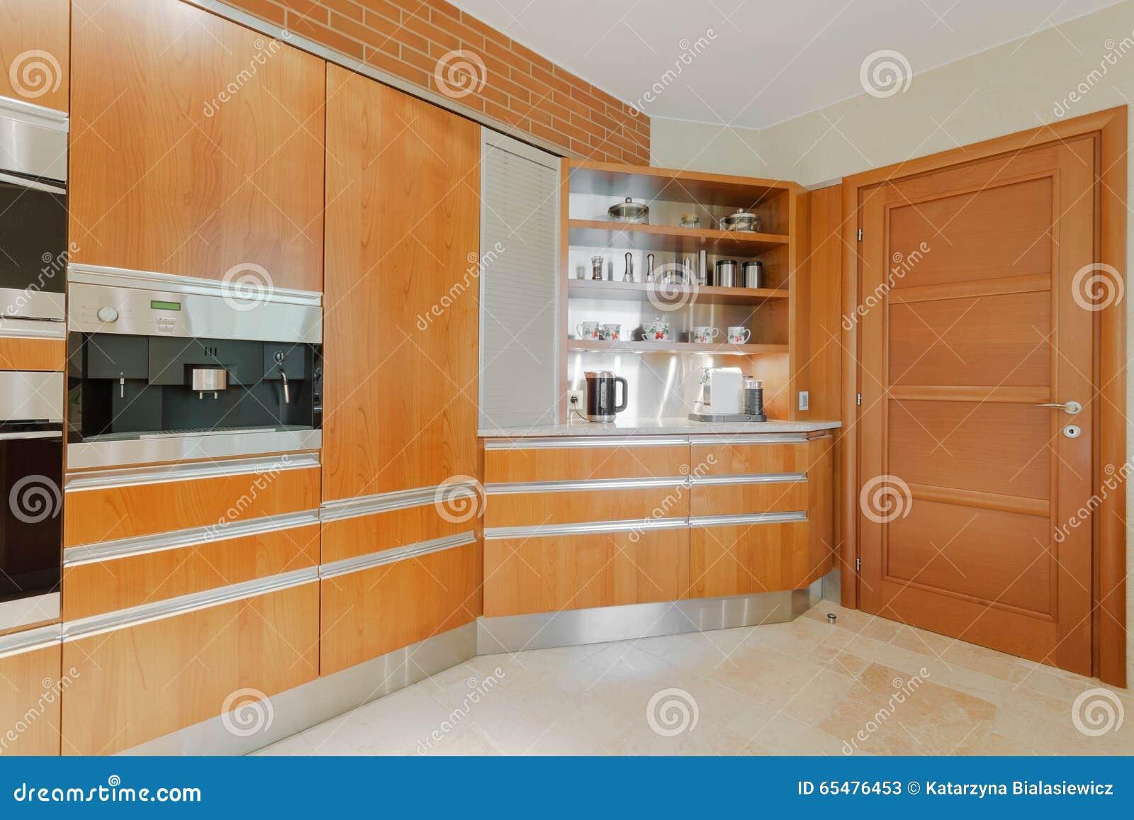 Moderne Keuken In Hout Stock Foto - Afbeelding: 65476453