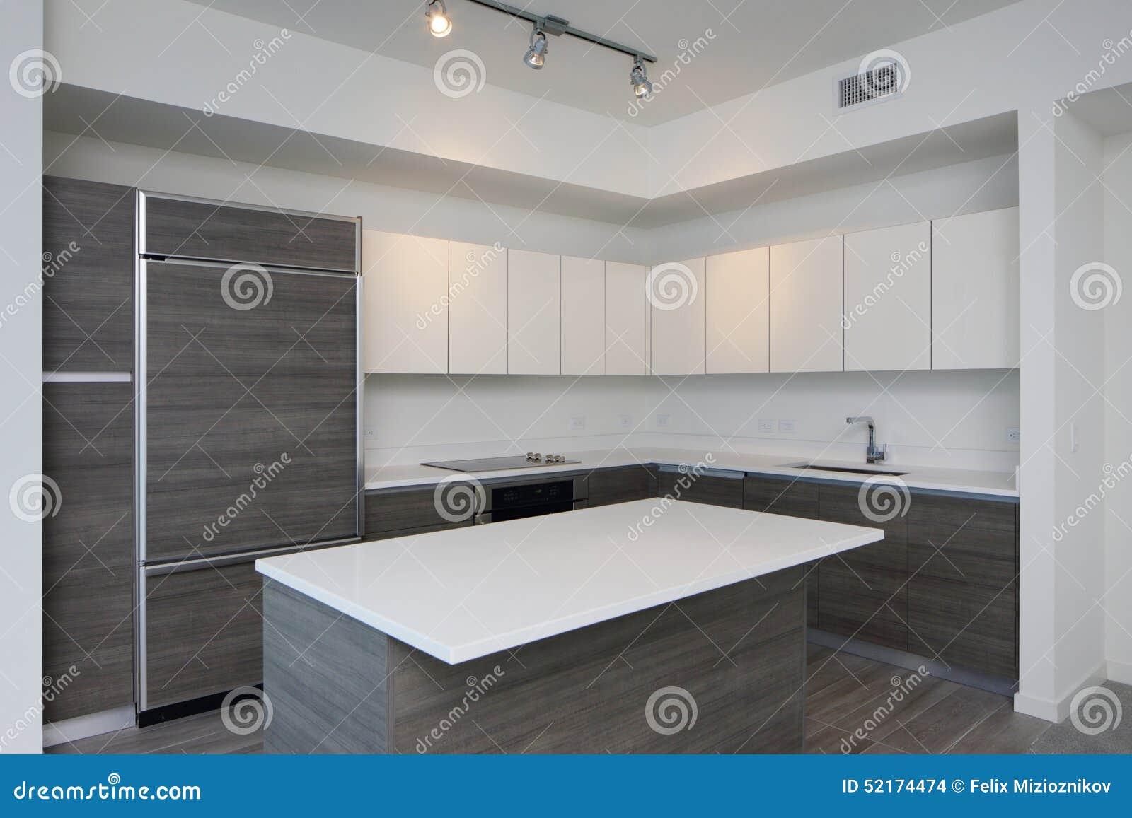 Moderne keuken met eiland stock foto afbeelding bestaande uit landgoed 52174474 - Afbeelding moderne keuken ...