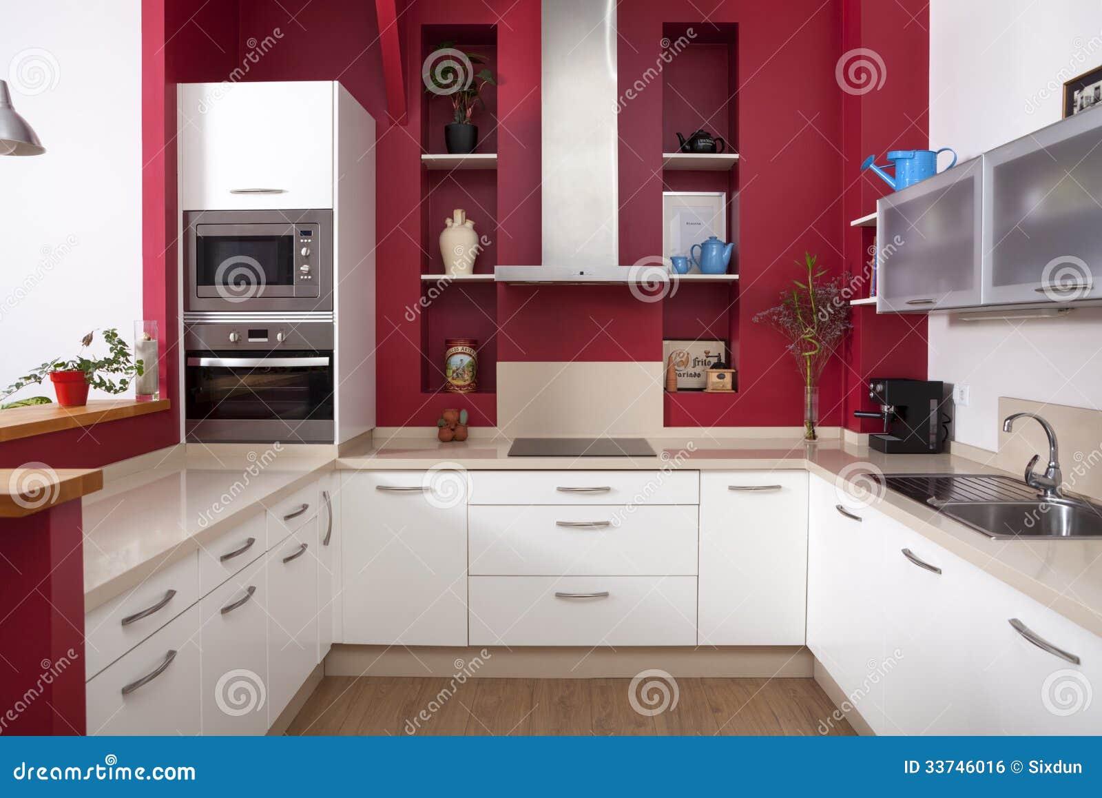 Moderne Keuken Met Rode Muren Royalty-vrije Stock Afbeelding ...