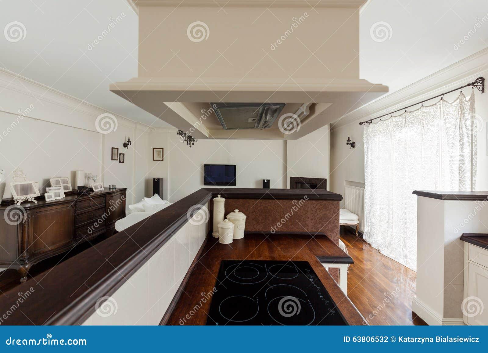 Moderne keuken in oude stijl stock foto afbeelding