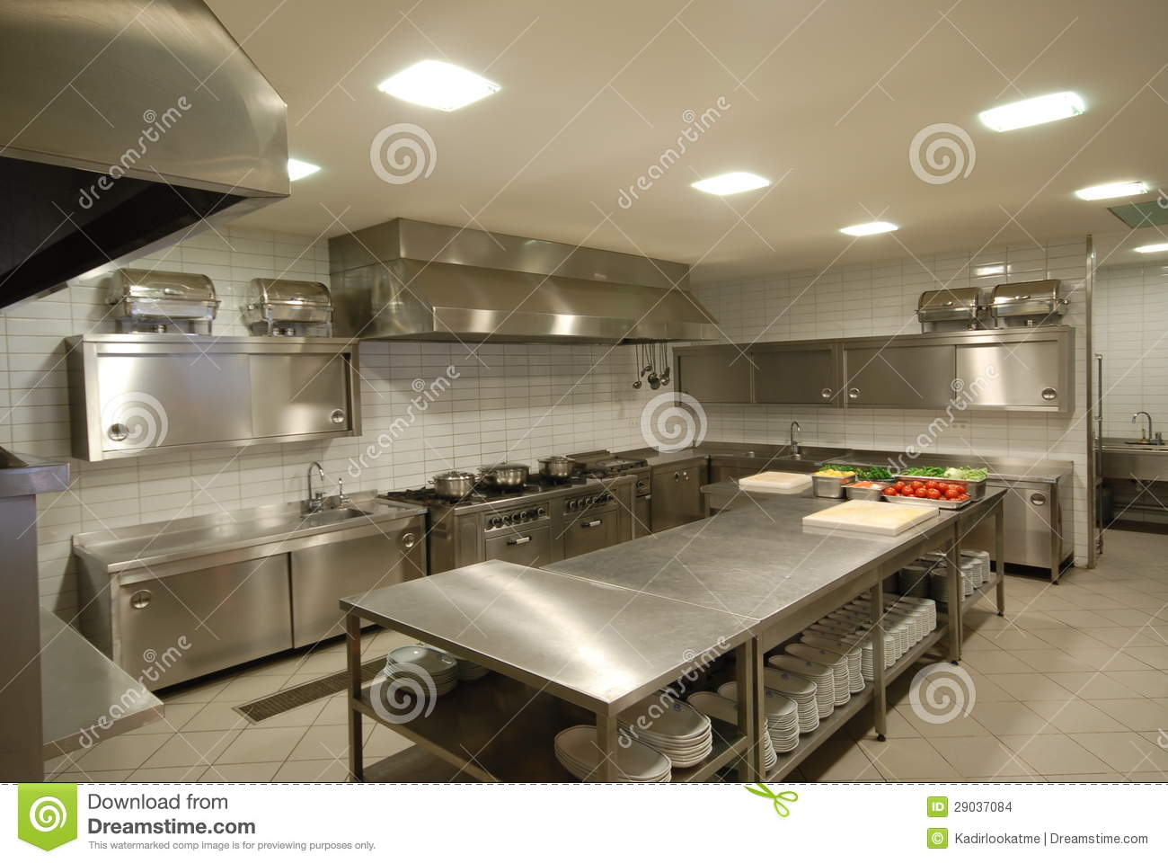 Moderne keuken in restaurant stock foto afbeelding for Restaurant moderne