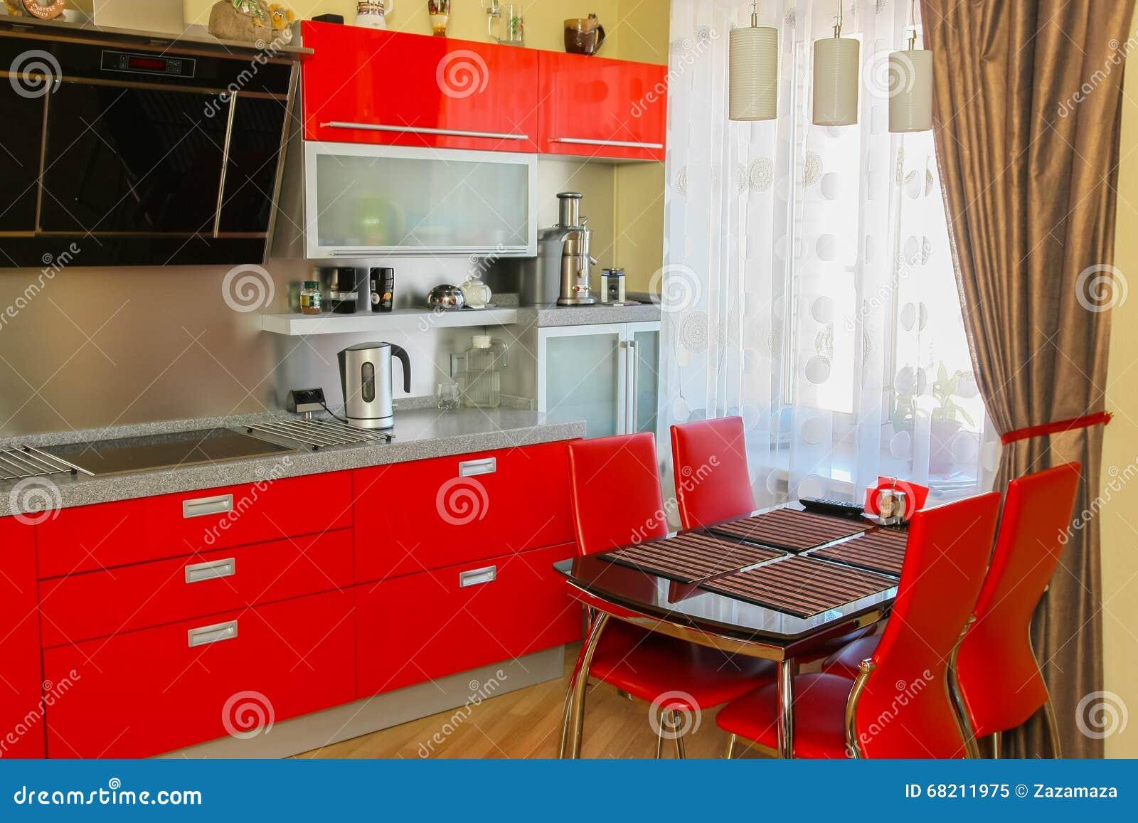 Moderne keuken in witte en bruine kleur ontwerp u stockfoto